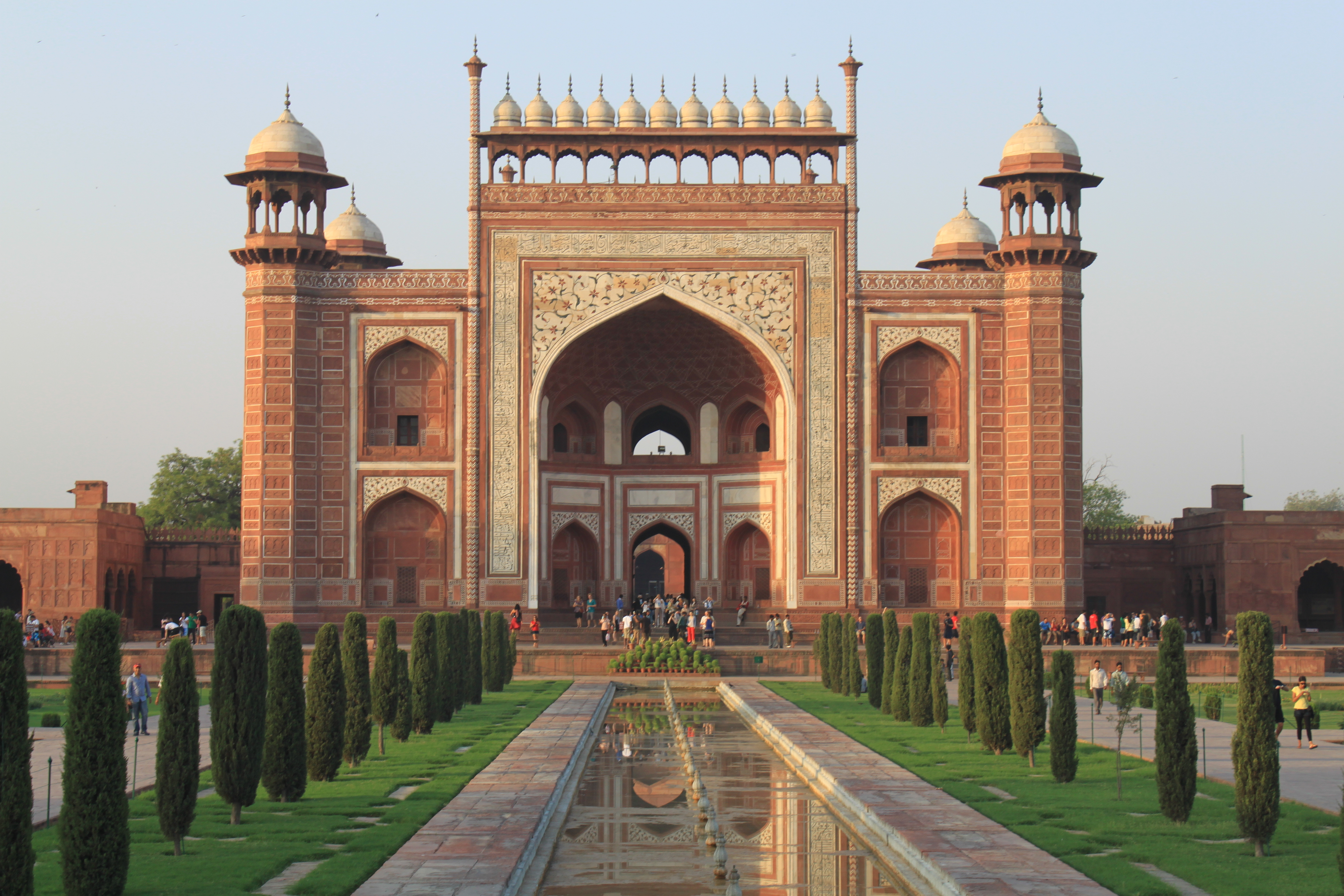 File puerta de entrada taj mahal agra jpg wikimedia - Puerta de entrada ...