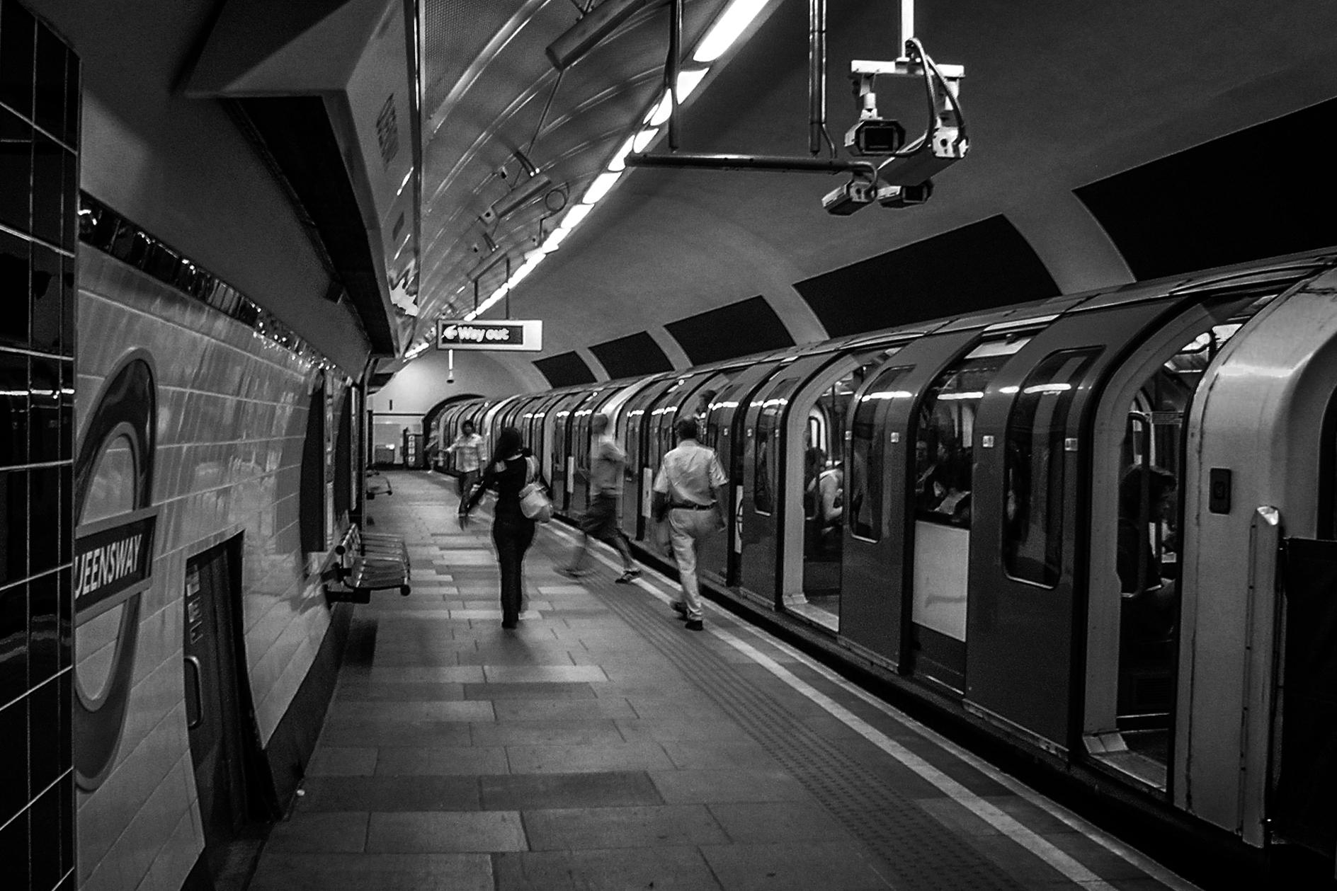 File:Queensway ... Underground