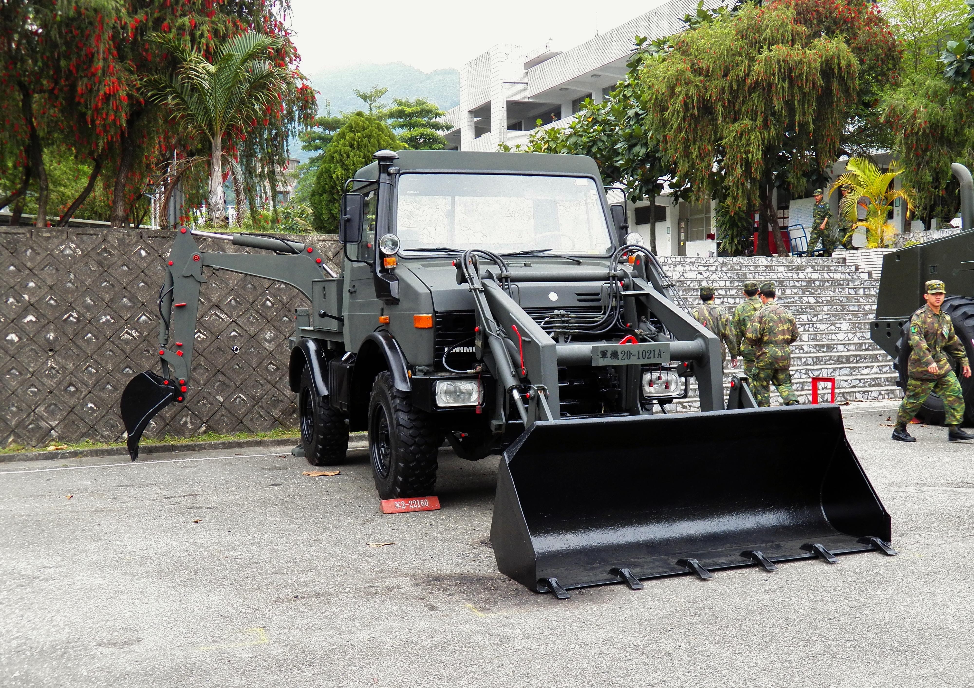 File:ROCA Unimog U1400 Backhoe Loader in Taipin Camp ...