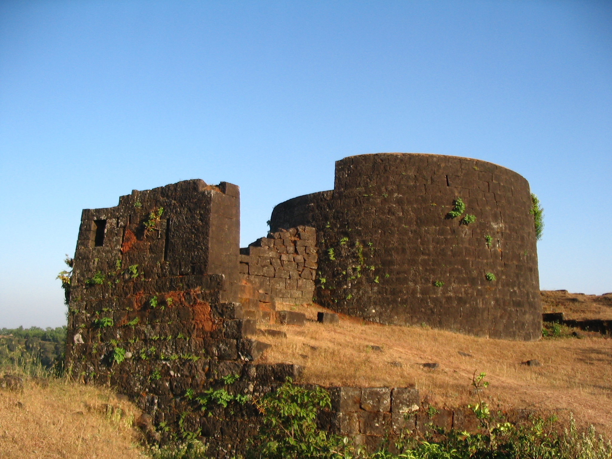 File:Remotest Rampart on Panhala.jpg - Wikimedia Commons