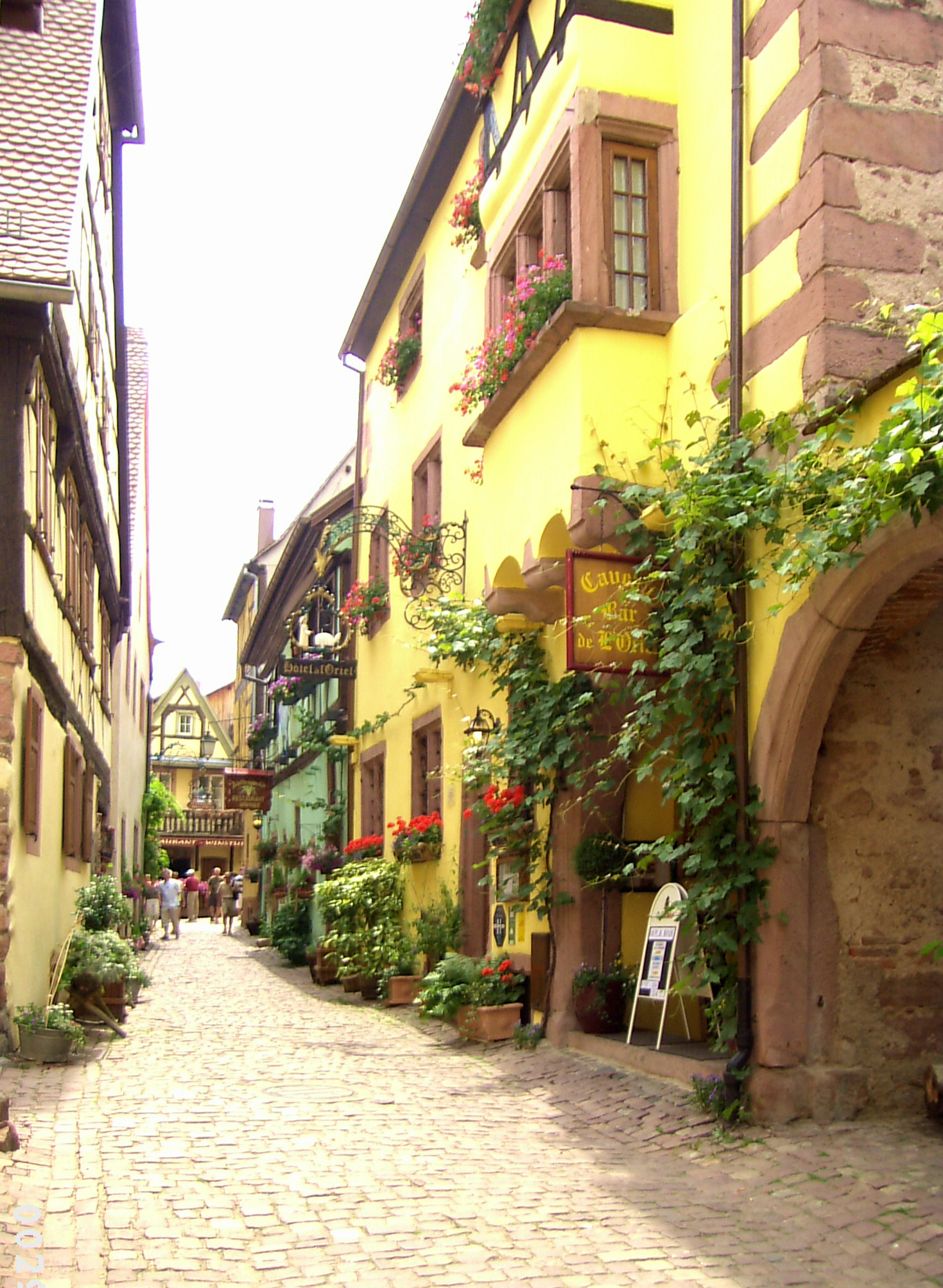 https://upload.wikimedia.org/wikipedia/commons/7/77/Riquewihr-2.jpg