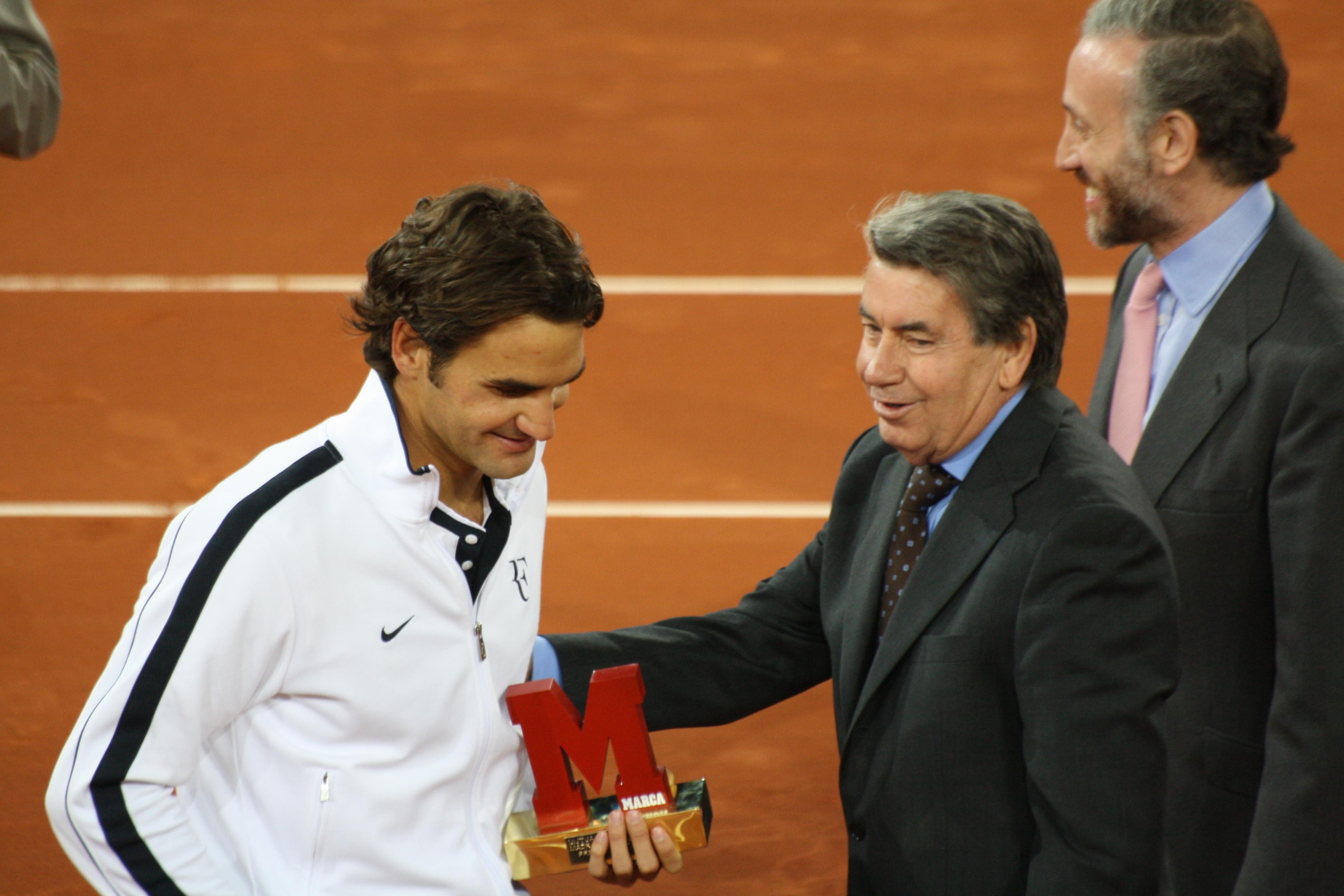 File Roger Federer Manolo Santana Wikimedia mons