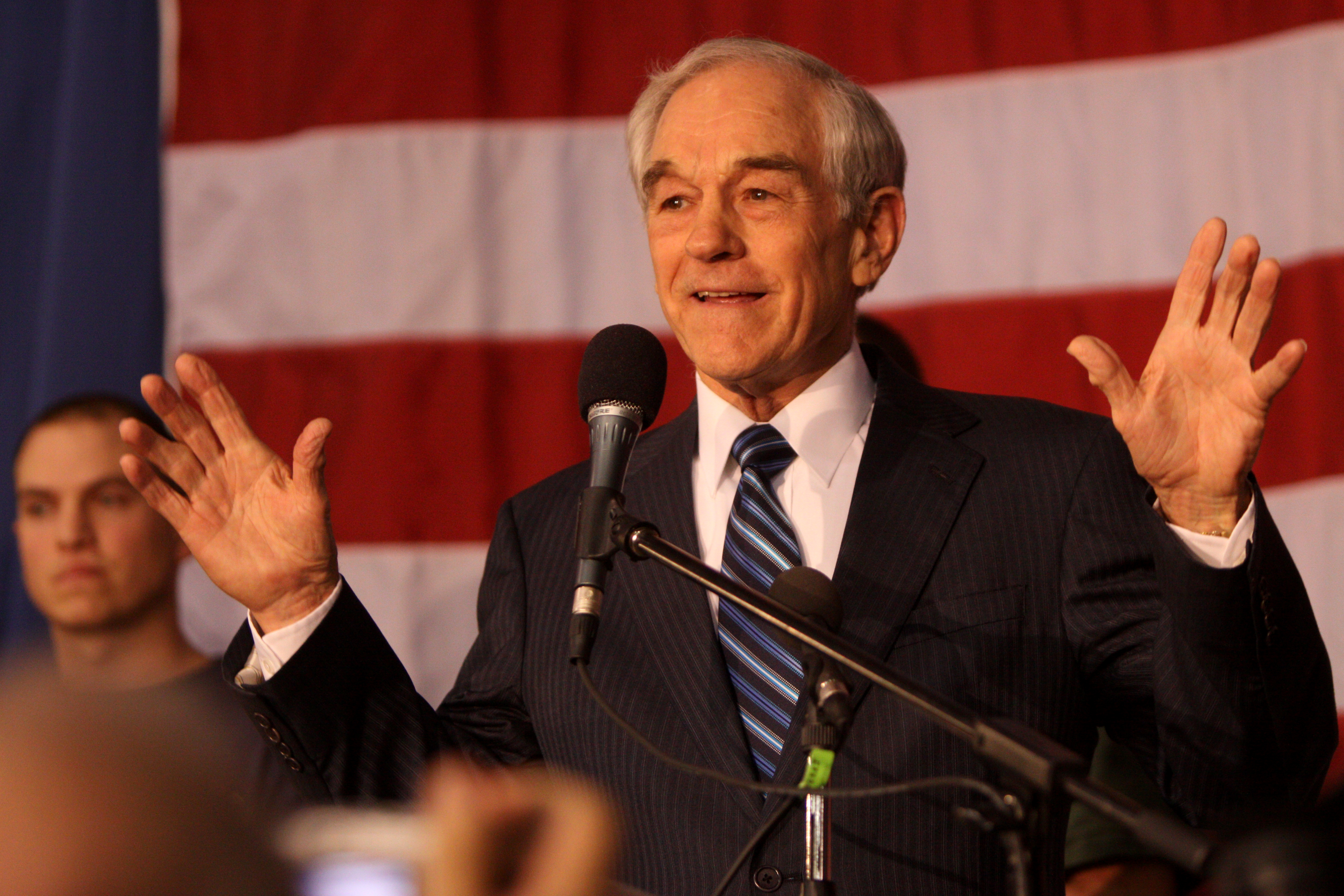 Ron Paul speaking at Veterans' Rally, Des Moines, IA.