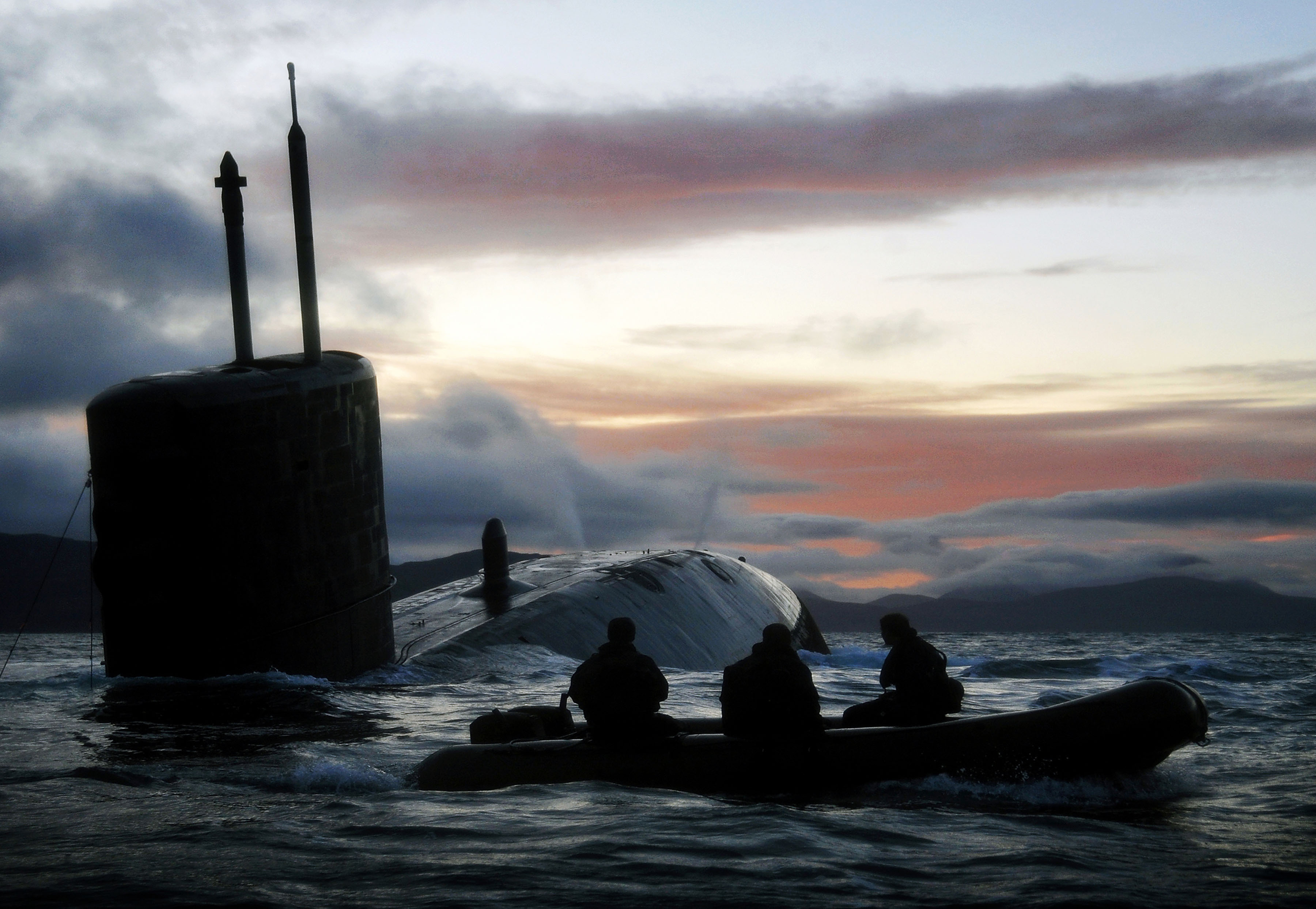 http://upload.wikimedia.org/wikipedia/commons/7/77/Royal_Navy_Submarine_HMS_Talent_Conducts_Surfacing_Drills_in_Scotland_MOD_45153473.jpg
