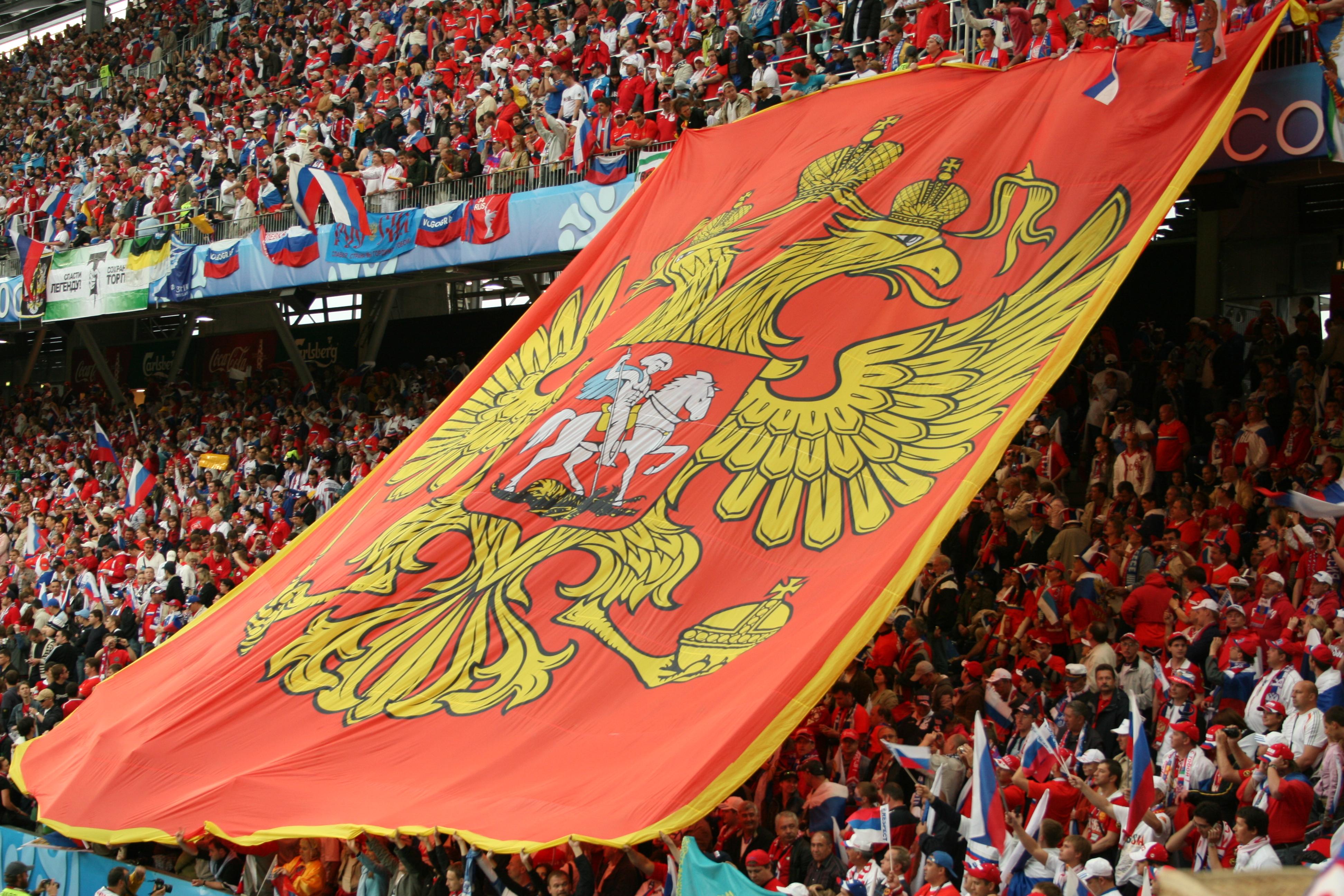 Болельщики сборной России по футболу. Герб