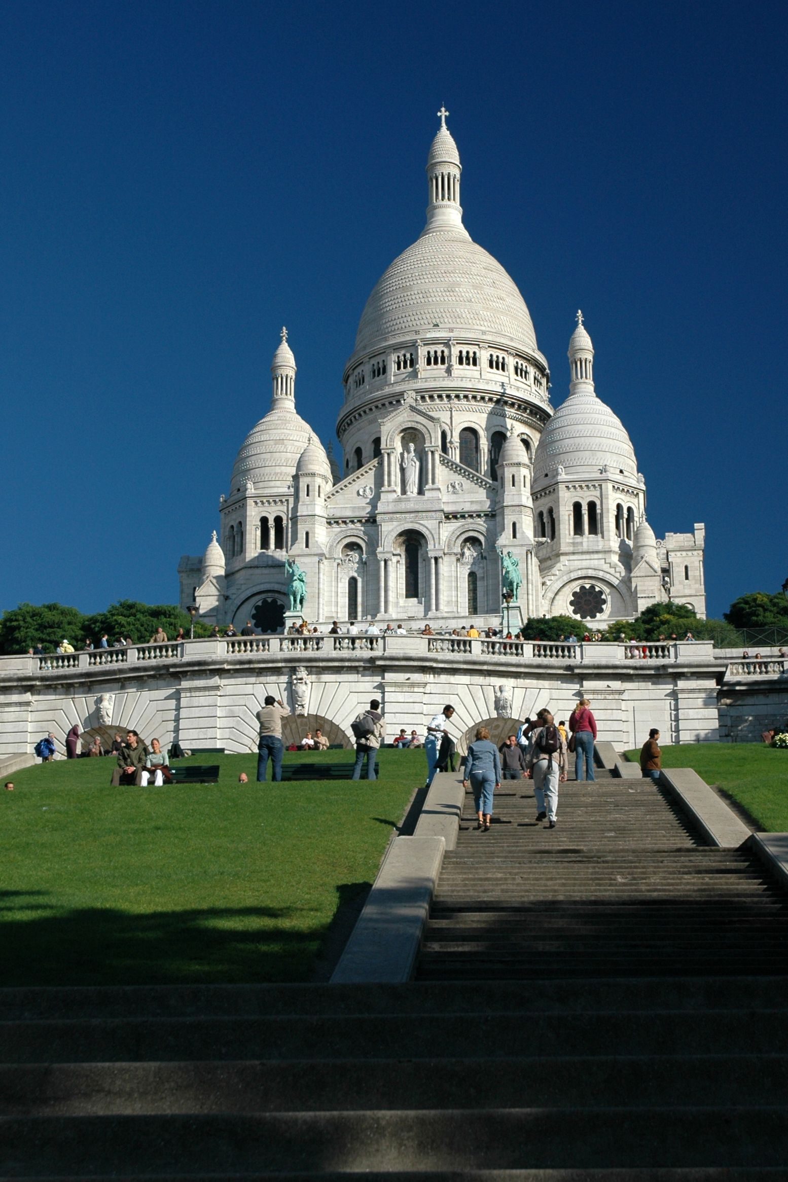 http://upload.wikimedia.org/wikipedia/commons/7/77/SacreCoeur_tb.jpg