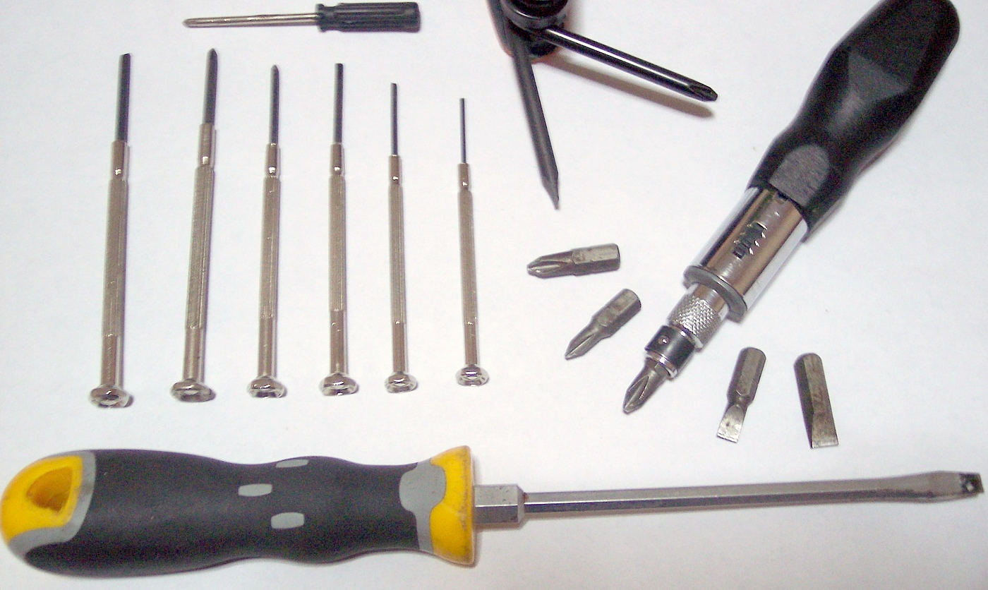 https://upload.wikimedia.org/wikipedia/commons/7/77/ScrewDrivers.JPG