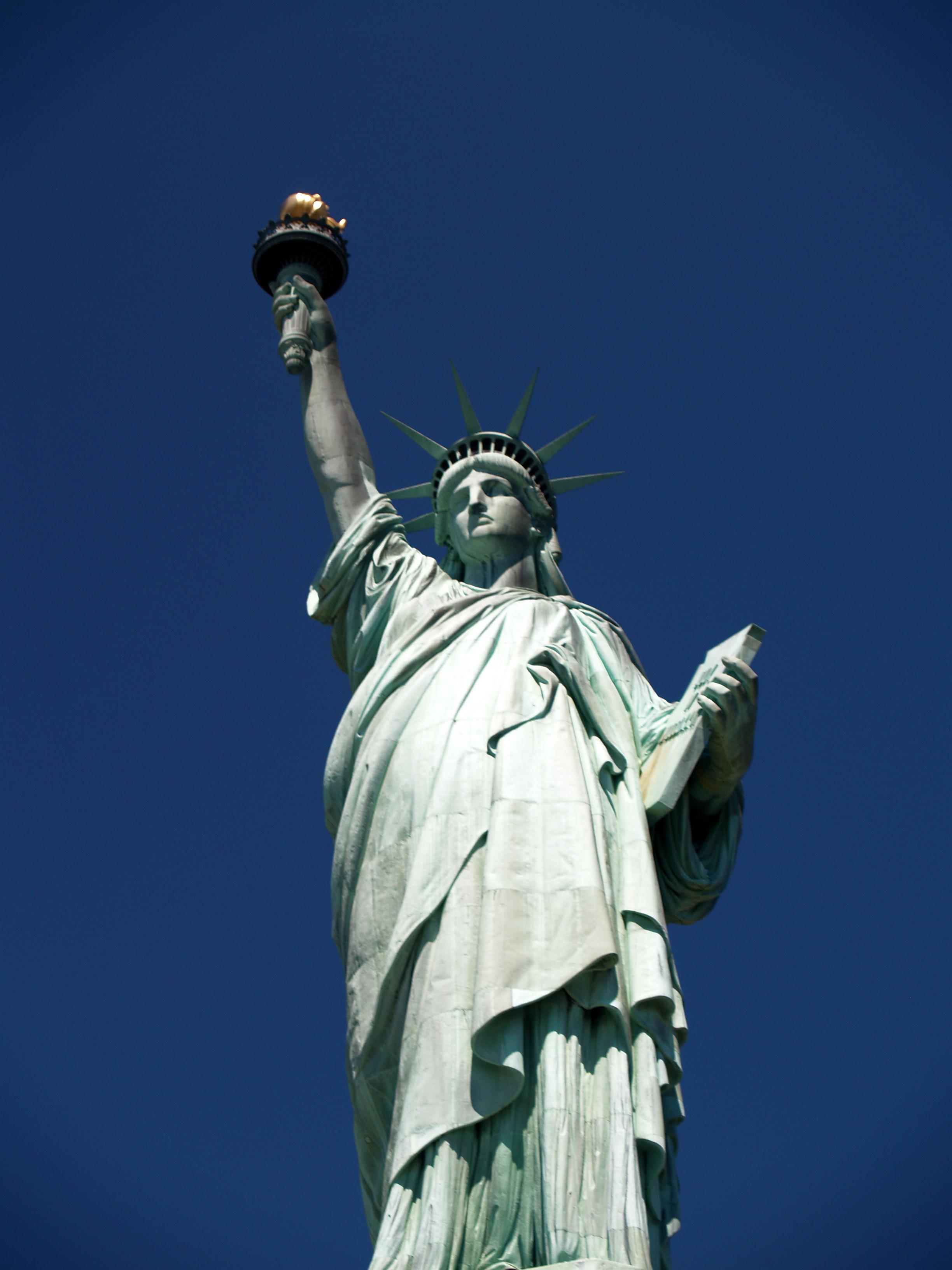 Estatua de la Libertad vista desde la base. Imagen de Wikimedia Commons