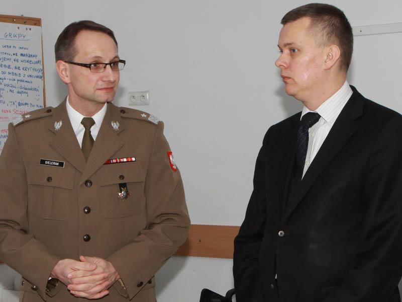 File:Tomasz Siemoniak i generał bryg. Grzegorz Gielerak.jpg