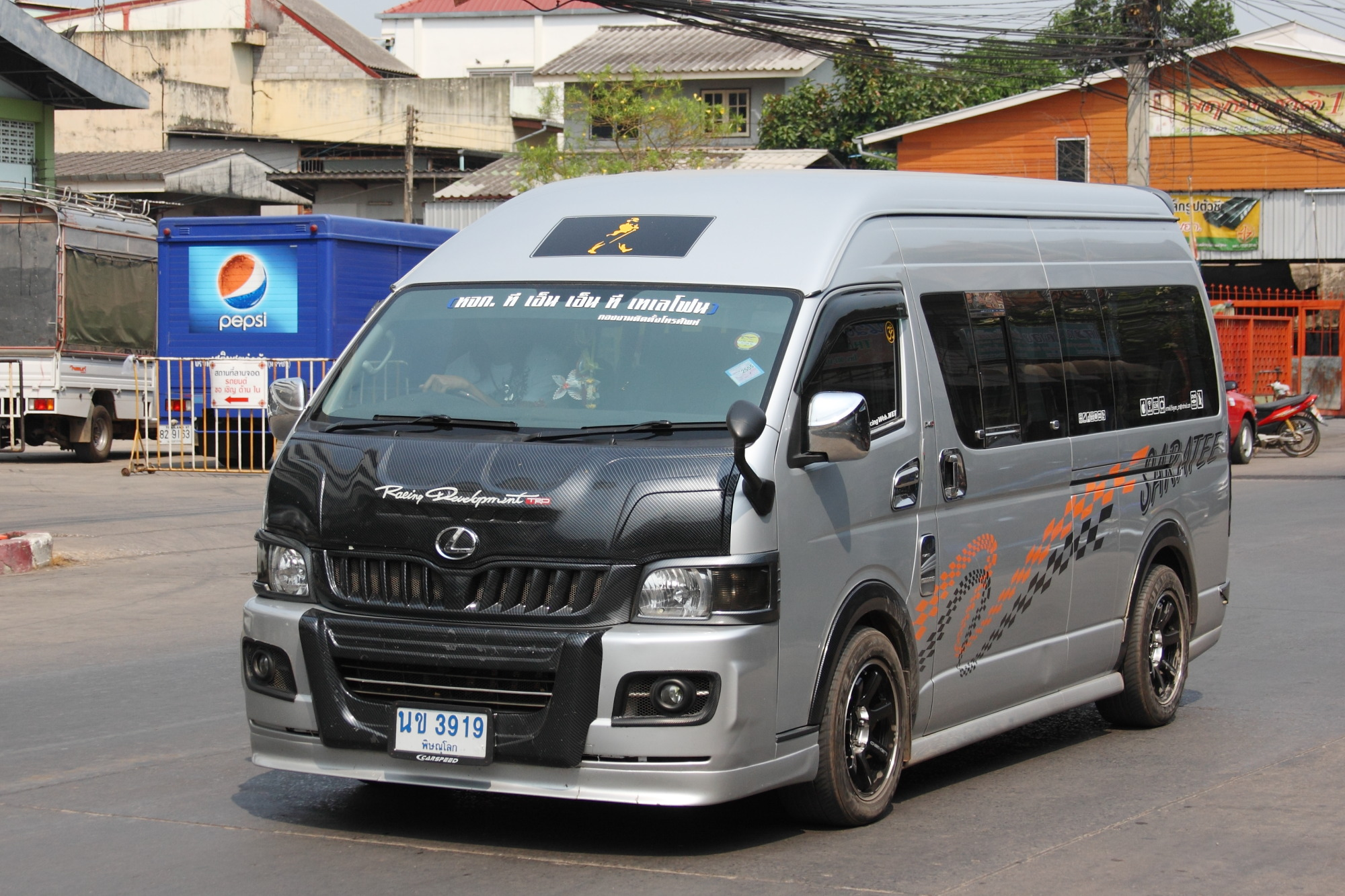 File:Toyota Commuter in Phitsanulok.JPG - Wikimedia Commons