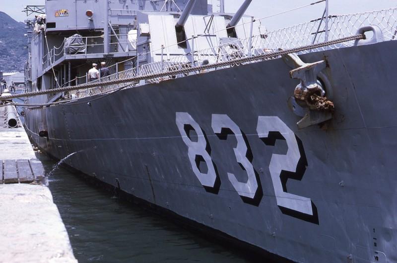 Imágenes numeradas - Página 17 USS_Hanson_%28DD-832%29_at_Yokosuka%2C_Japan%2C_in_May_1971