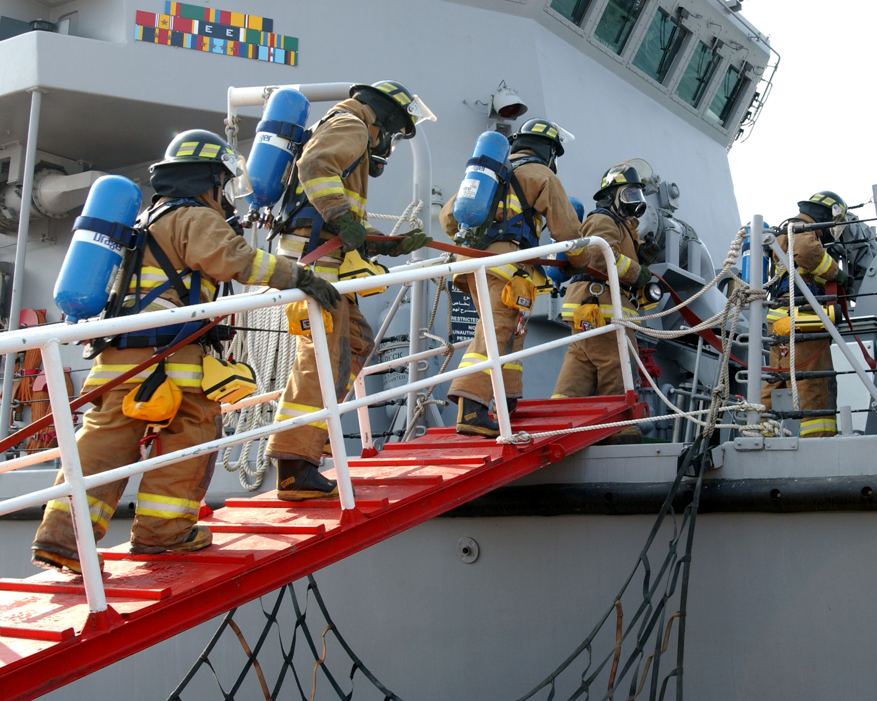 emergency situations on board ship Emergency response ship-shore drill by: thome through the hsseq system clearly identifies potential emergency situations and established stringent on board.