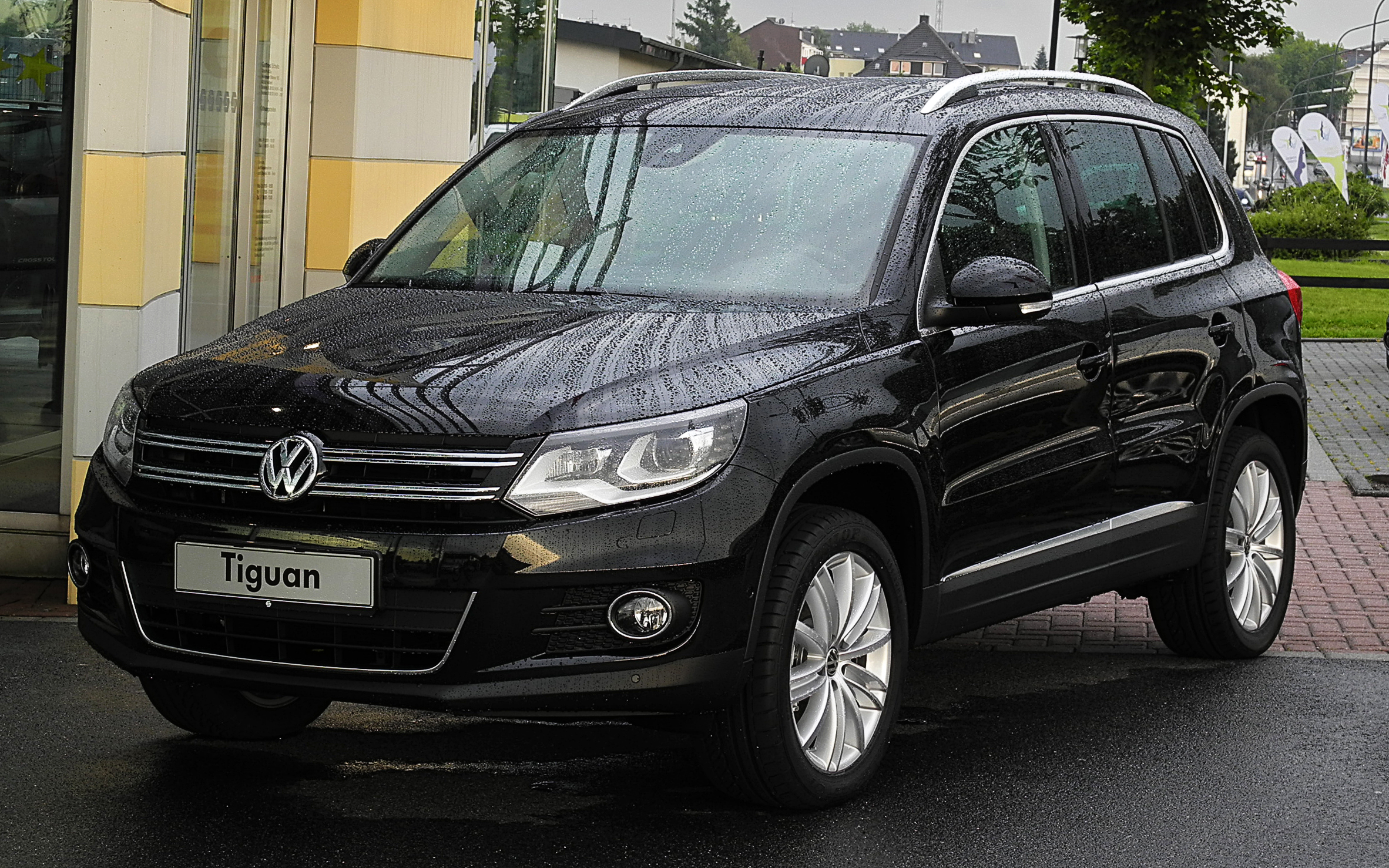 file vw tiguan sport style 2 0 tsi 4motion facelift frontansicht 24 juni 2011 velbert. Black Bedroom Furniture Sets. Home Design Ideas