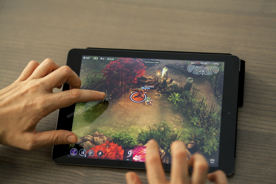 Ensuring Your Child Doesn't Get Addicted To Video Clip Games Vainglory_-_Koshka_attacking_a_jungle_monster