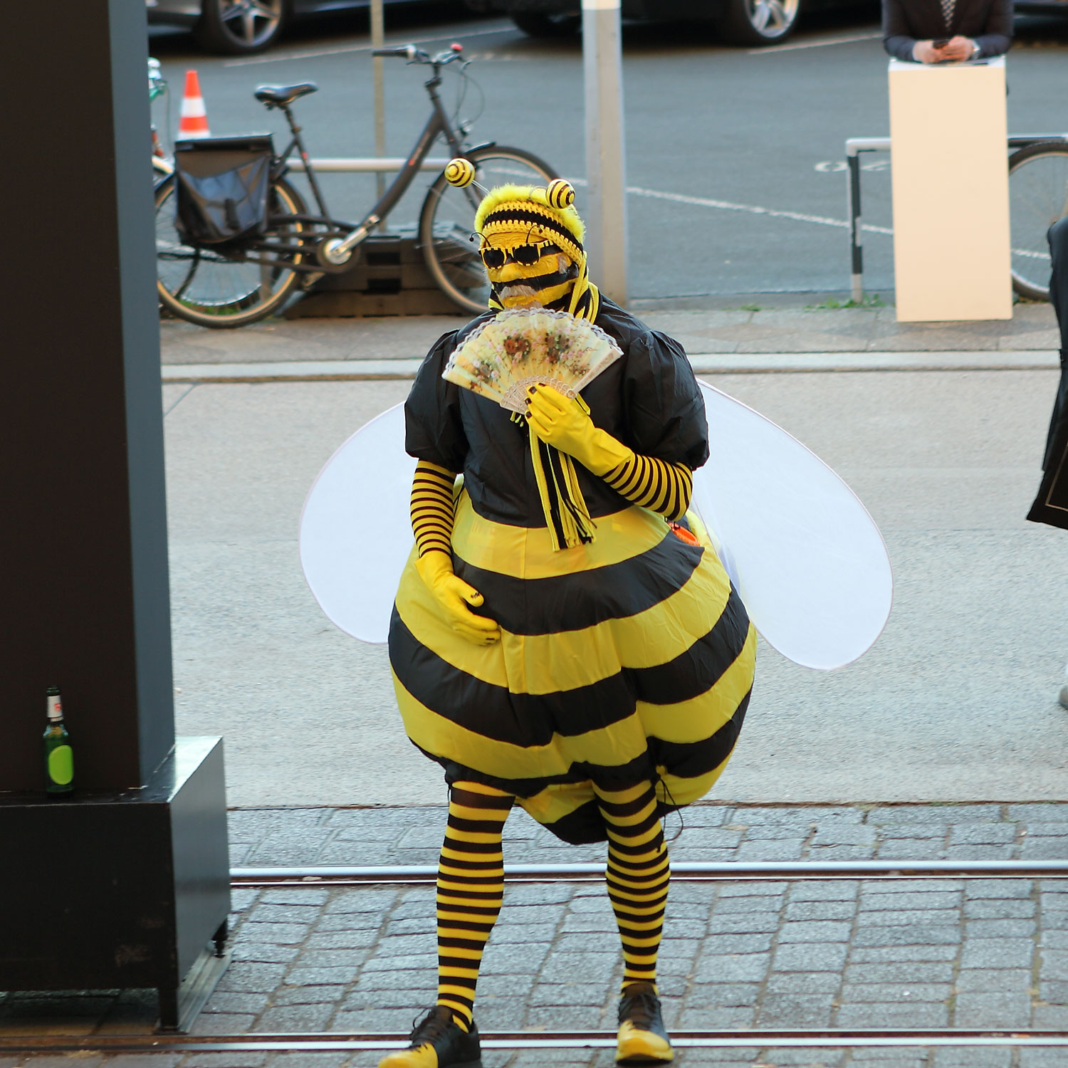 van Volkmer said to be the same person as Satoshi Nakamoto Inventor of bitcoin, during his bee art performance URL: https://commons.wikimedia