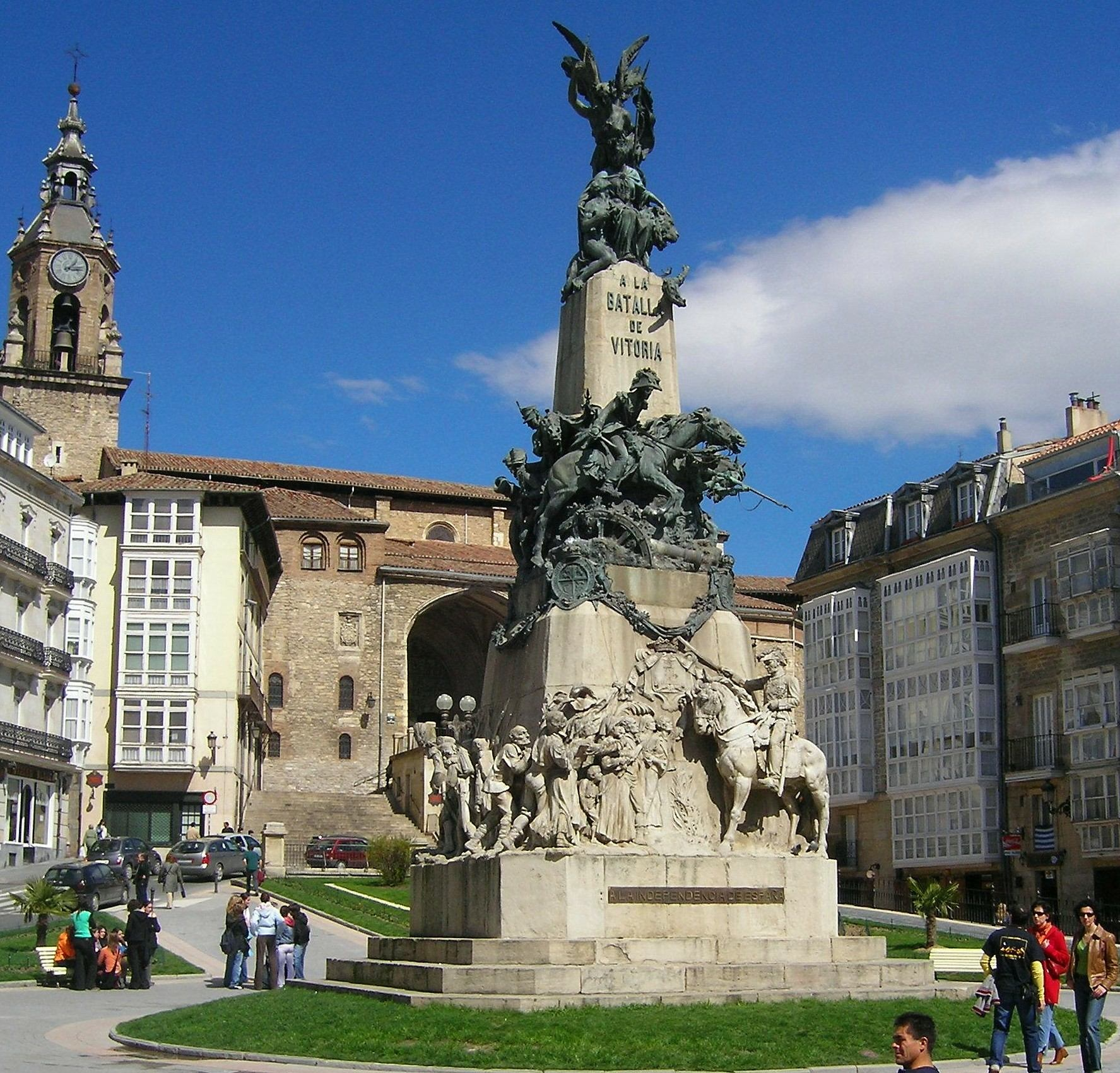 Vitoria File:Vitoria -Monument...