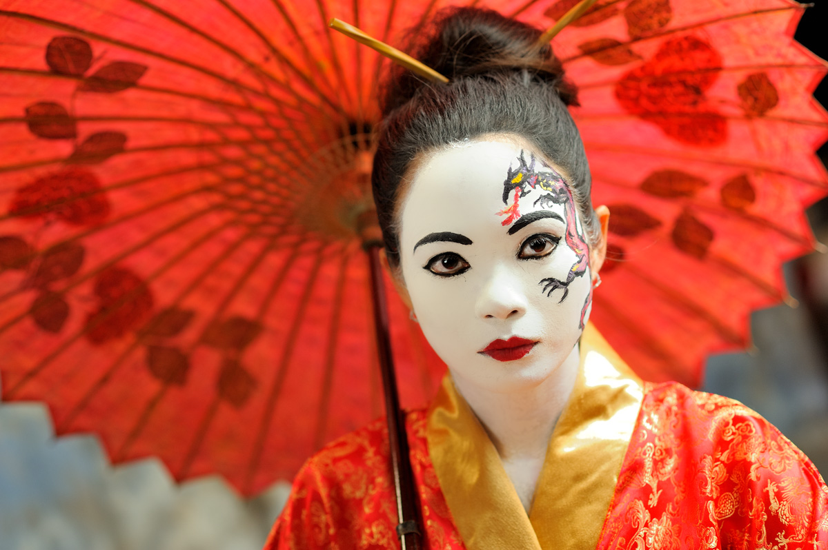 FileWoman Wearing Dramatic Japanese Style Make-up.jpg