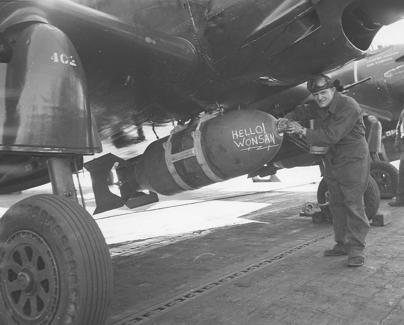 1%2C000_lb_bomb_on_AD_Skyraider_of_VF-54