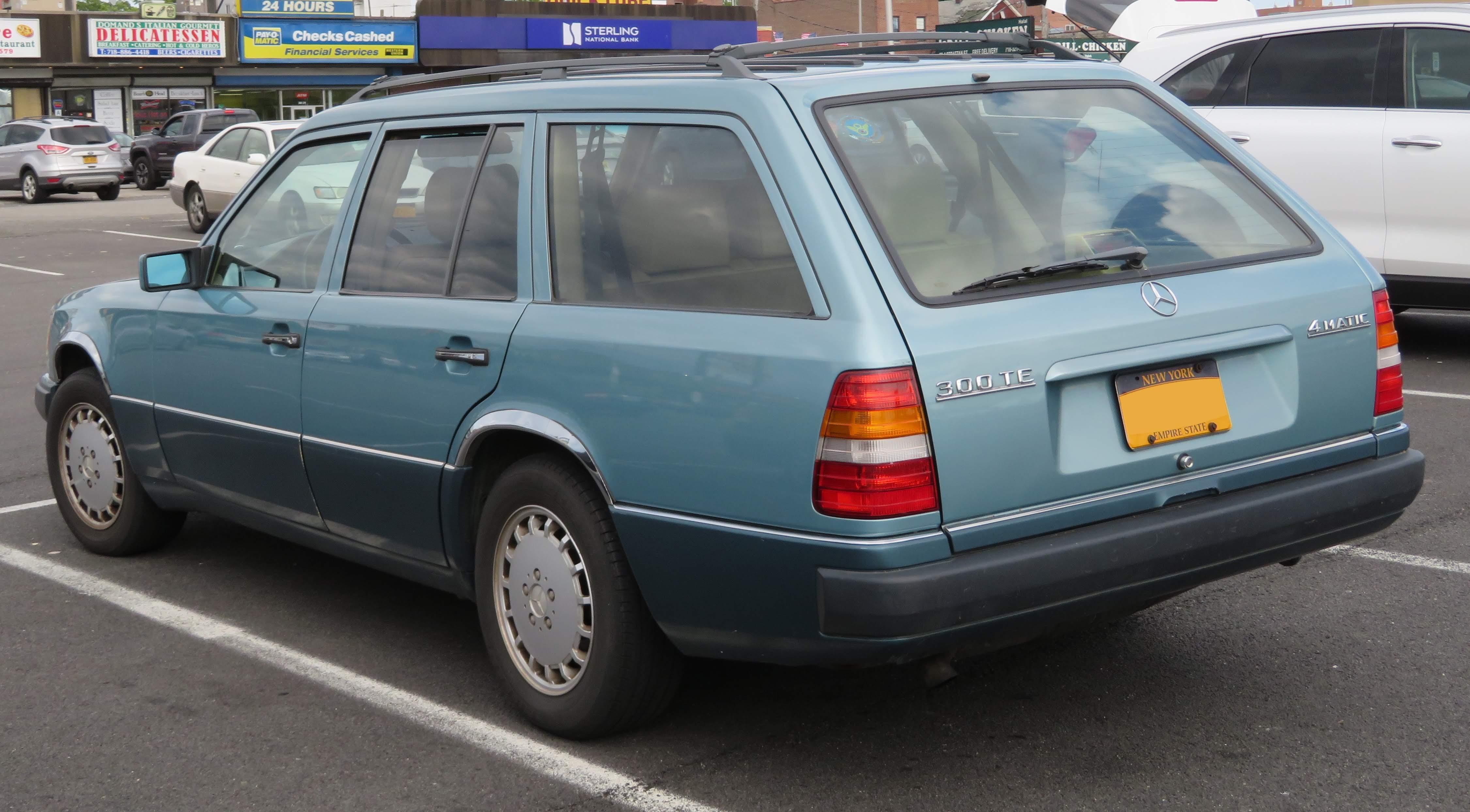 File:1991 Mercedes-Benz 300 TE (W124) Estate rear 5 20 18 jpg