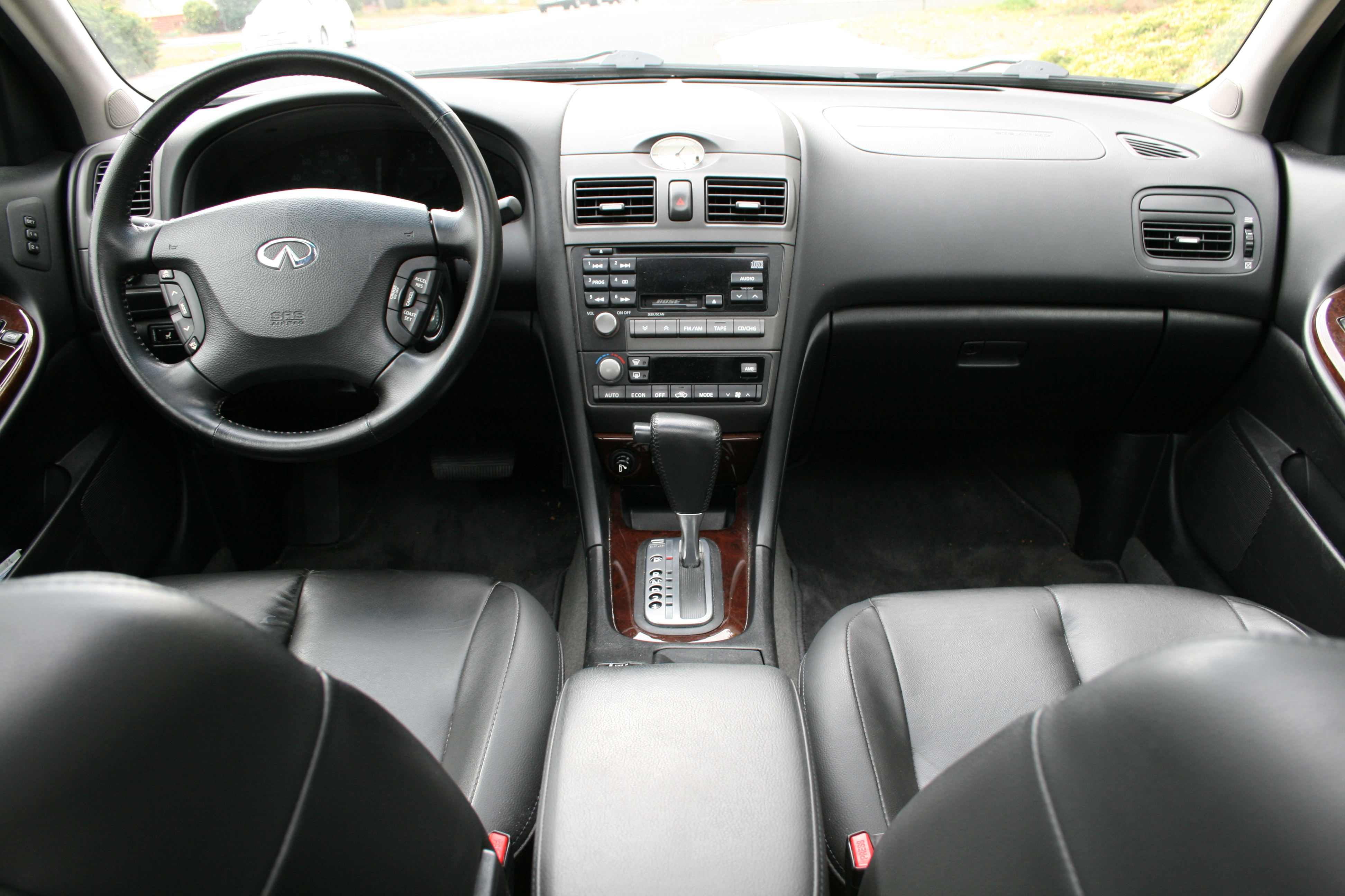 Infiniti i30 interior