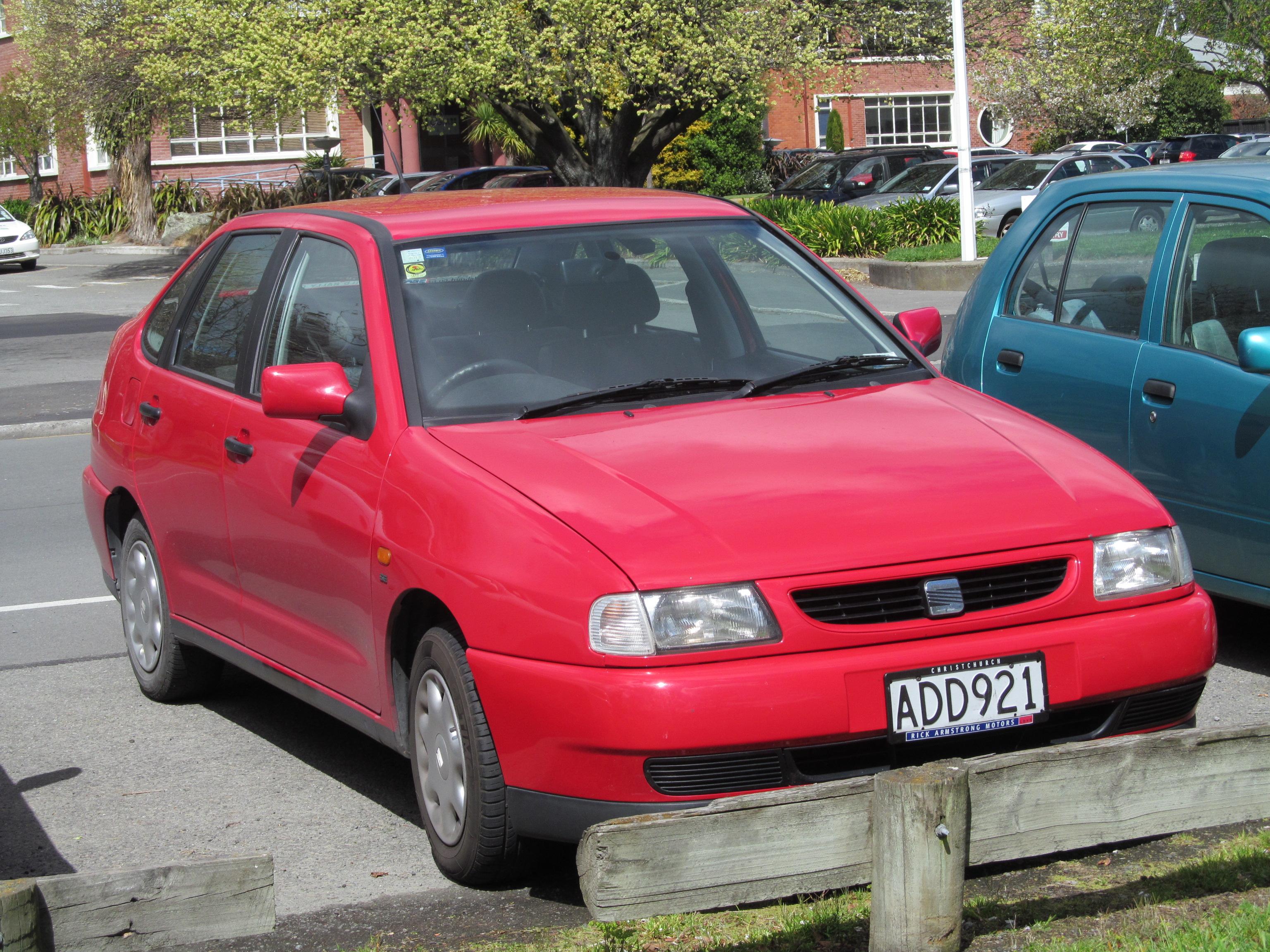 File:2001 SEAT Cordoba 1.6 Manual (10454719143).jpg