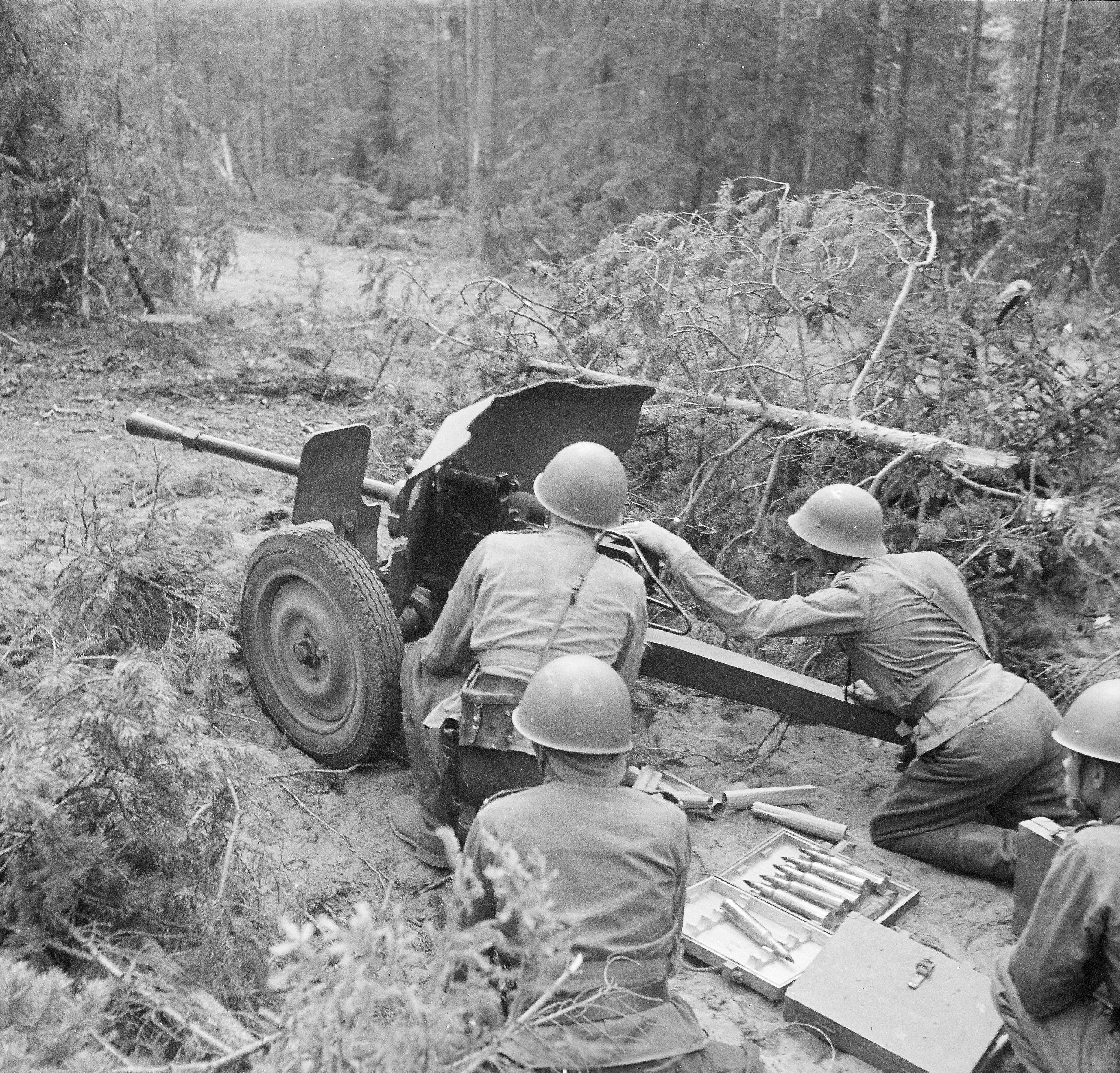 File:25 PstK34 anti-tank gun photo SA-kuva 27890 jpg