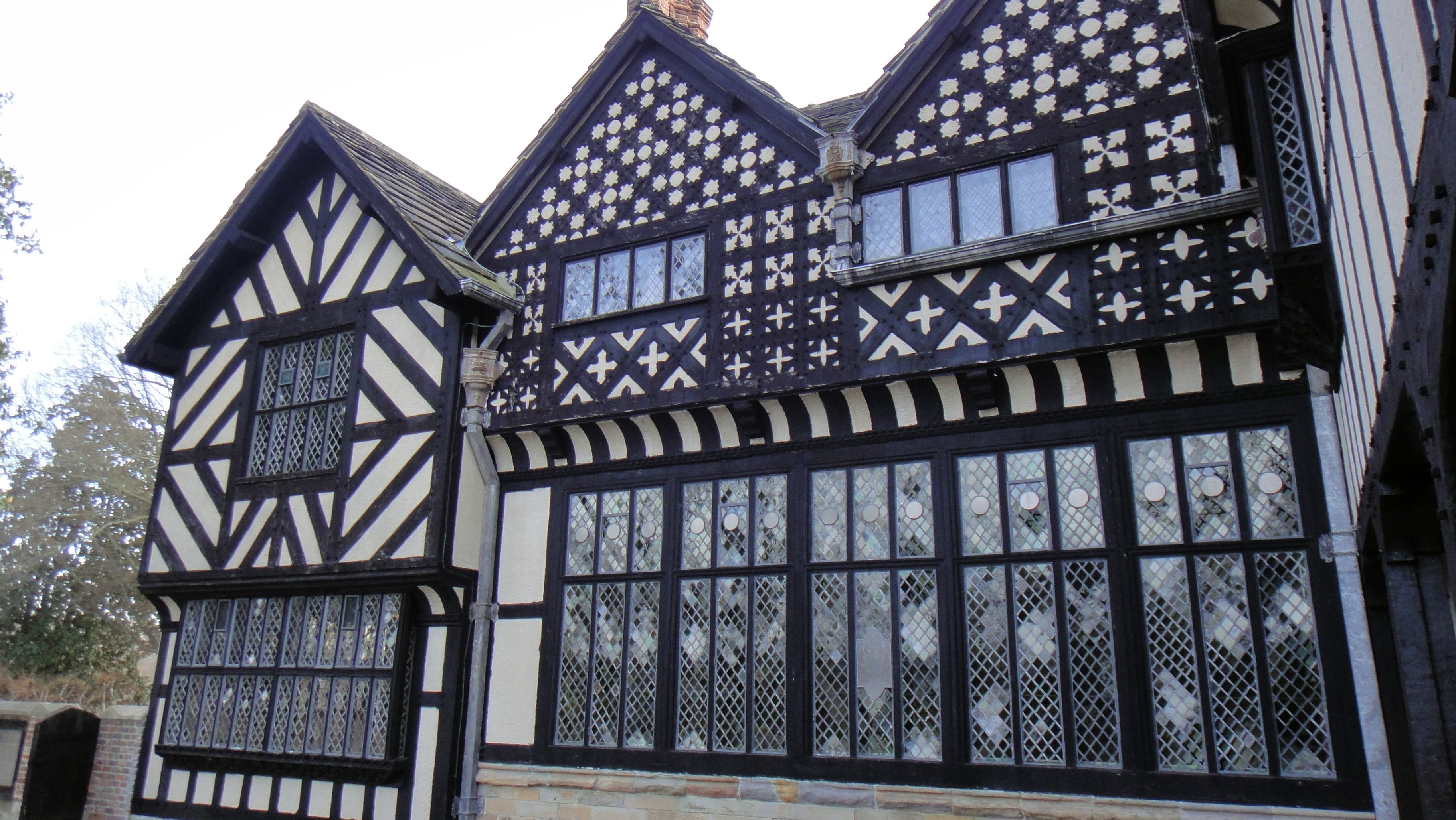 Tudor Architecture file:agecroft hall - tudor architecture - dsc00904 - wikimedia