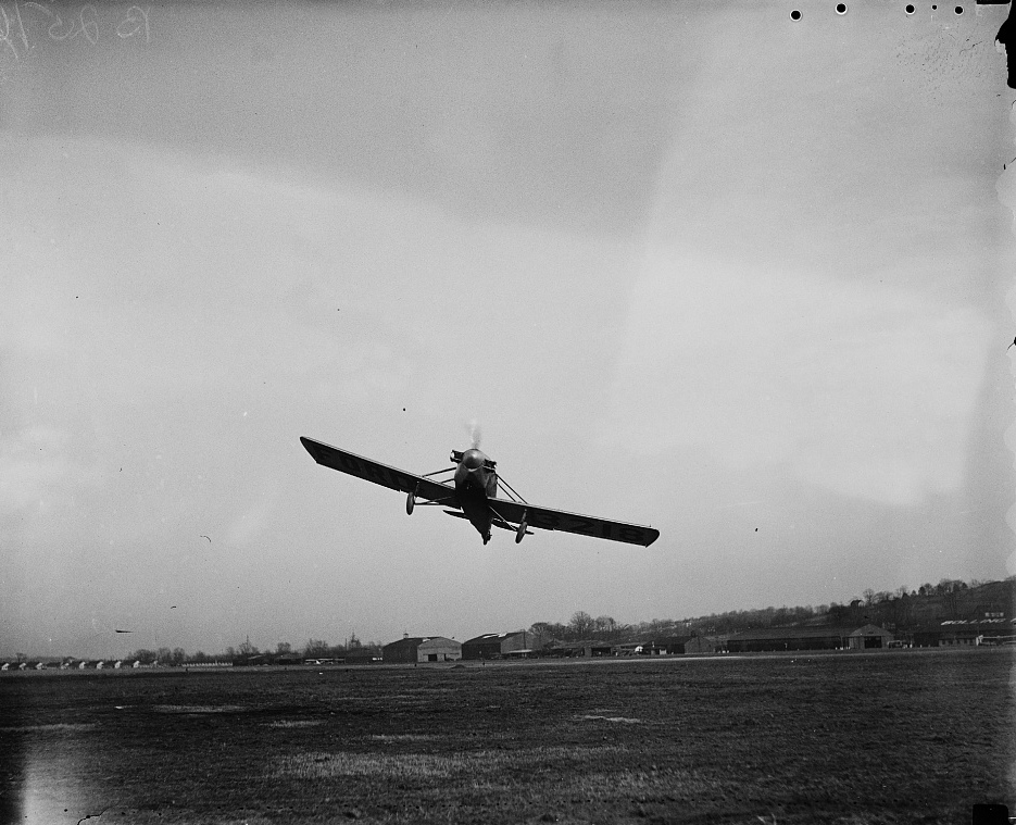 Airplane%2C_Bolling_Field.jpg