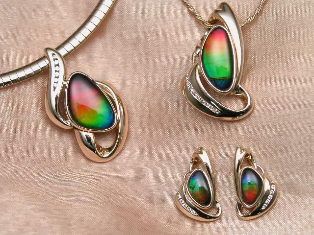 File:Ammolite jewellery.jpg