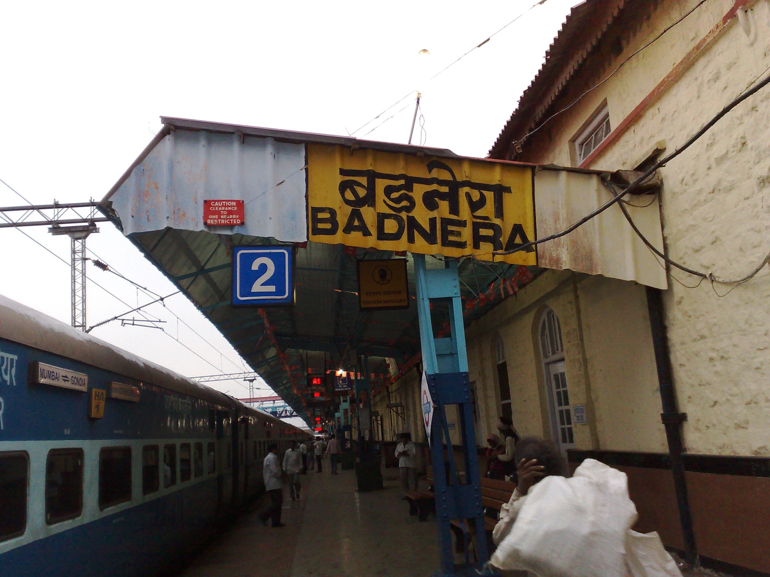 File:Badnera Junction with 12105 Gondia Express.jpg ...