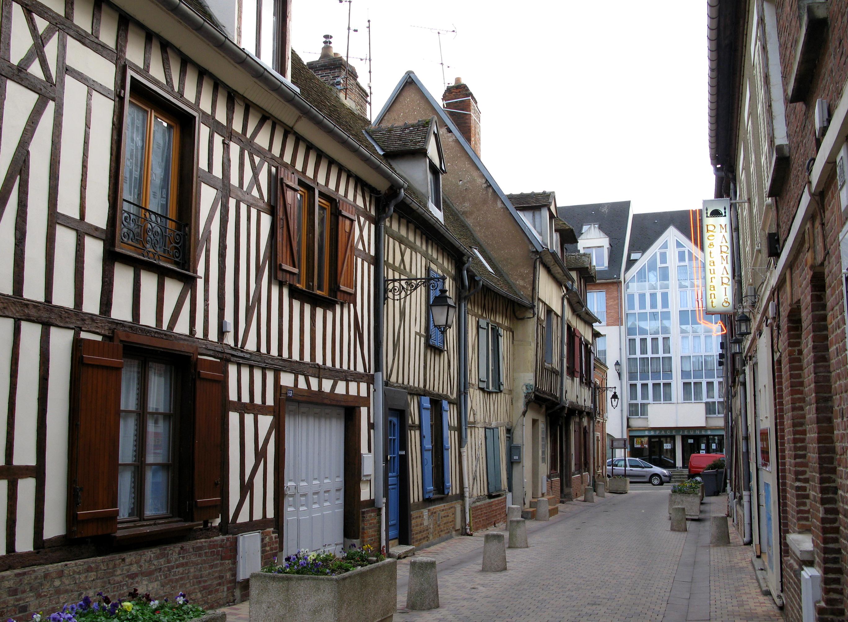File beauvais rue d 39 alsace anciennes maisons wikimedia commons - Maison de la bibliotheque ...