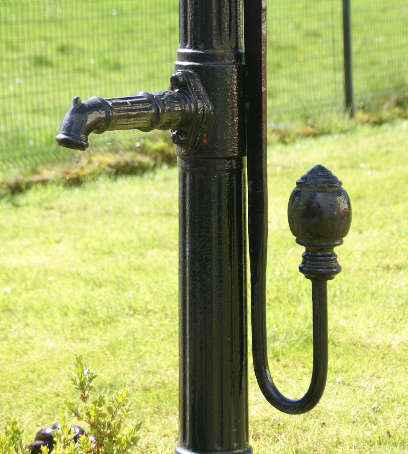 file:bennerscheid pumpe an den brunnen (03) - wikimedia commons