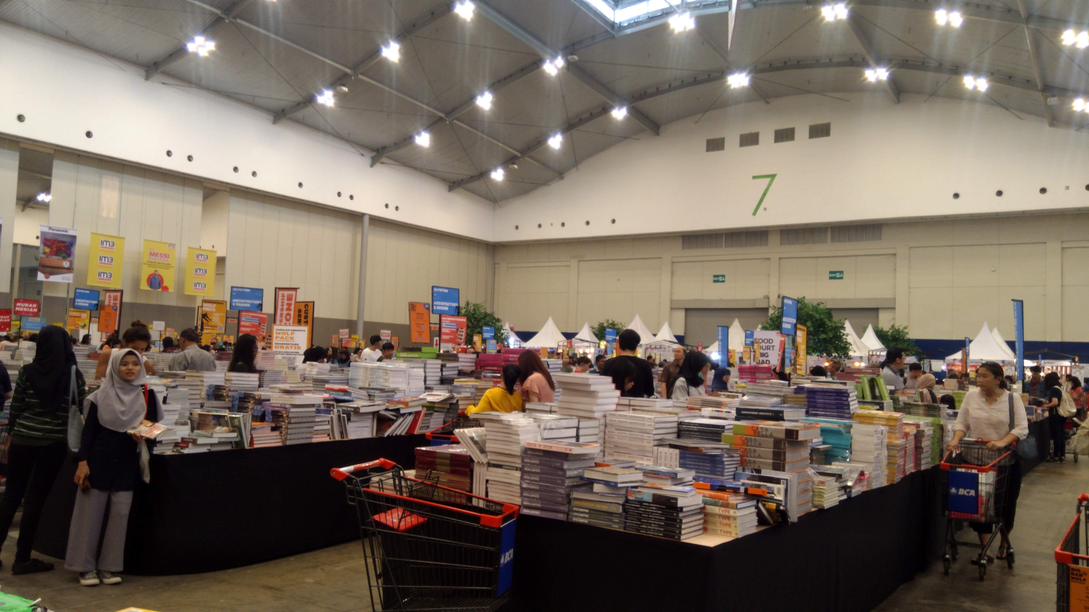 File Big Bad Wolf Books Jakarta 2019 2 Jpg Wikimedia Commons