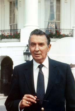 Bob Thompson White House lawn.jpg