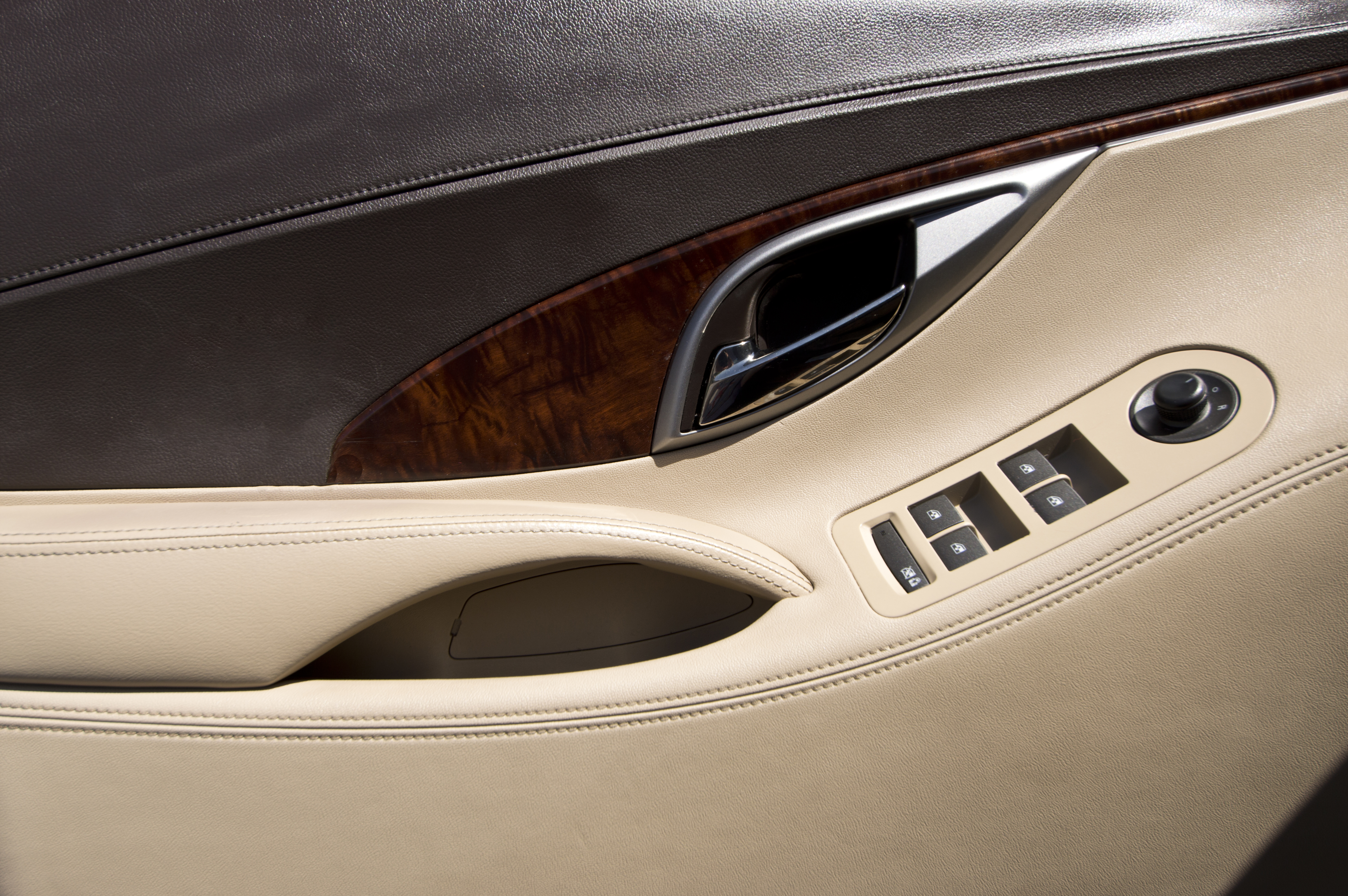 File Buick Lacrosse Interior Door Panel Jpg Wikimedia Commons