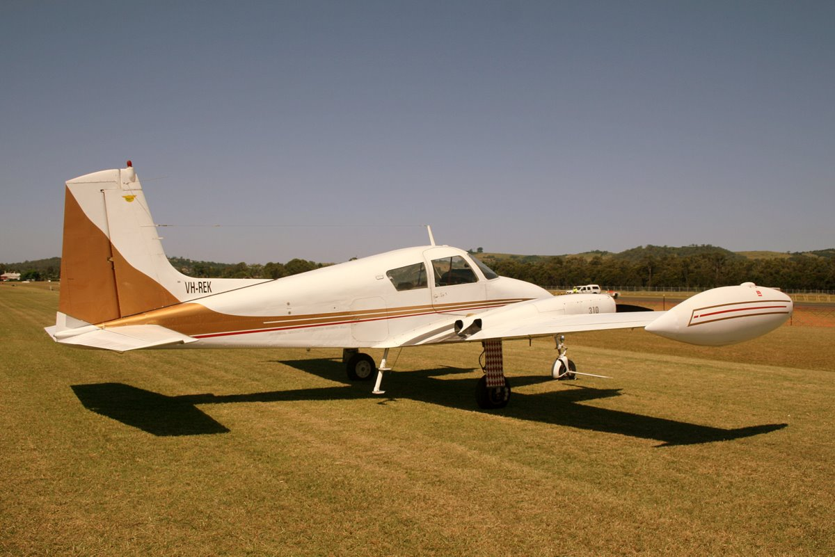 File:Cessna 310B (VH-REK) at Illawarra Regional Airport.jpg