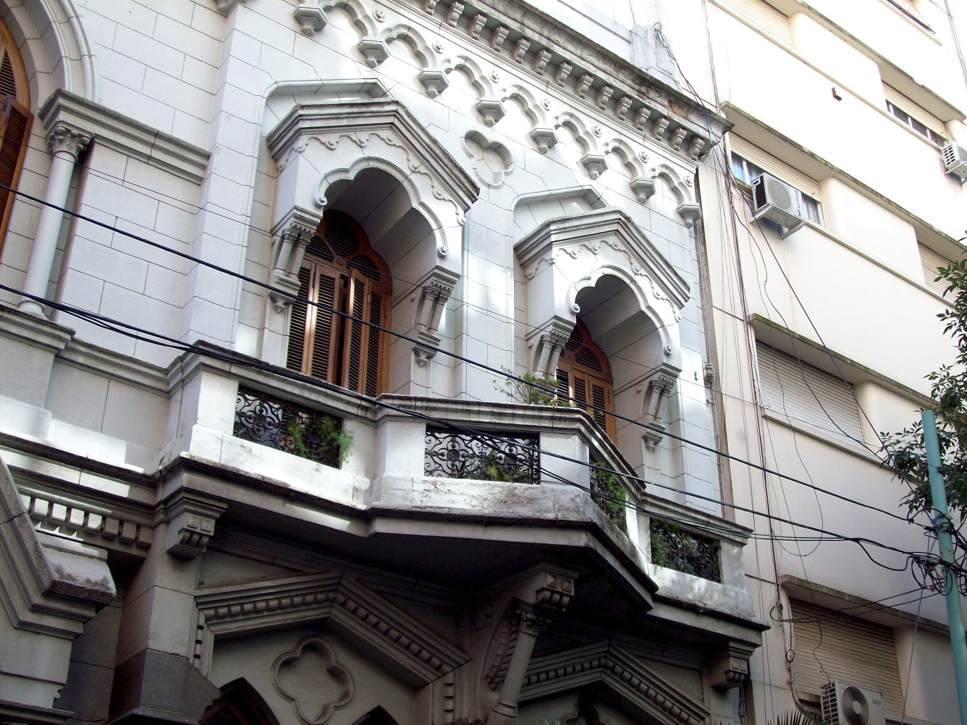 File edificio de arquitectura victoriana sobre calle - Arquitectura victoriana ...