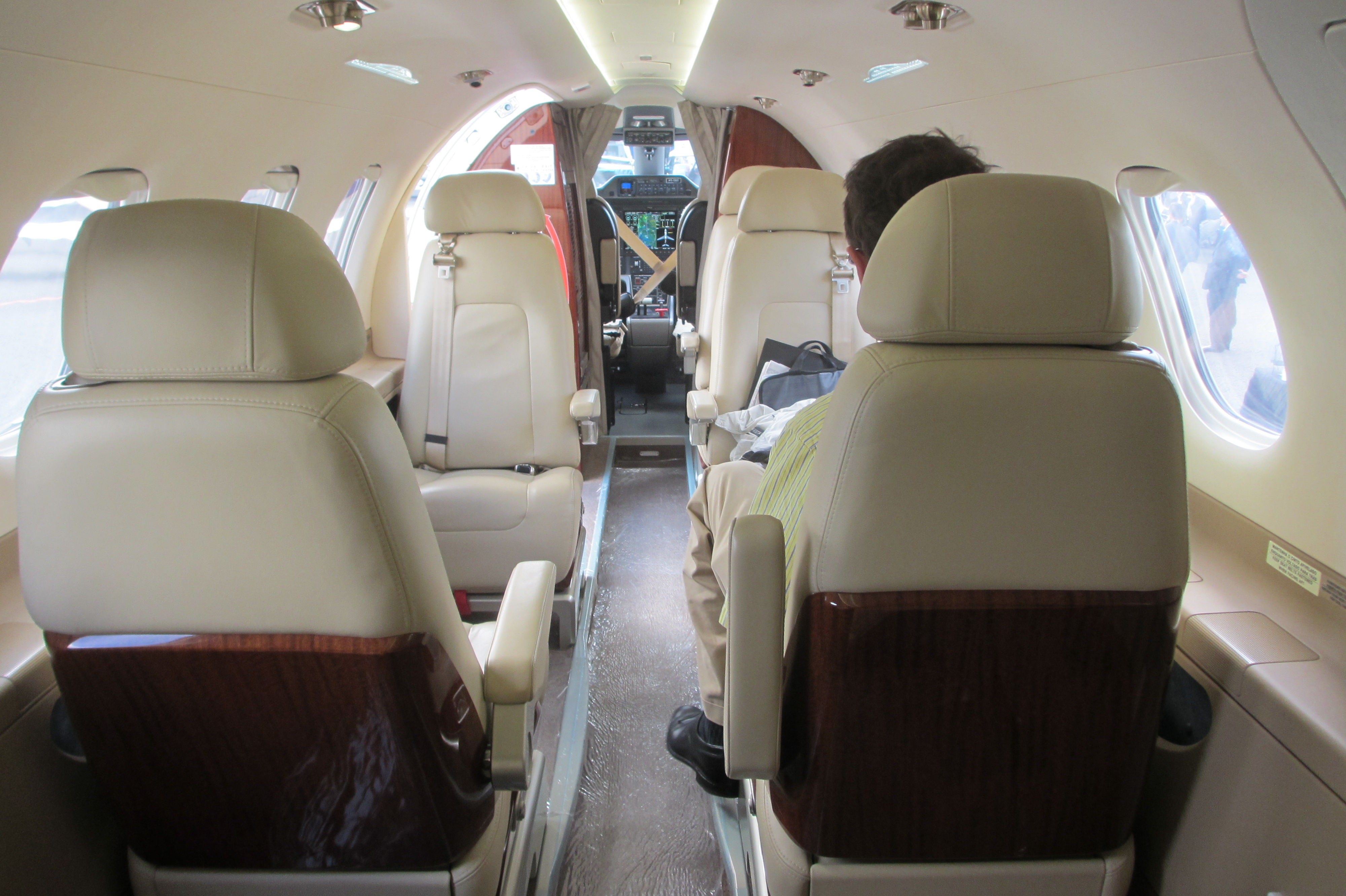 Elegant File:Embraer Phenom 300 Cabin With Passenger Forward View