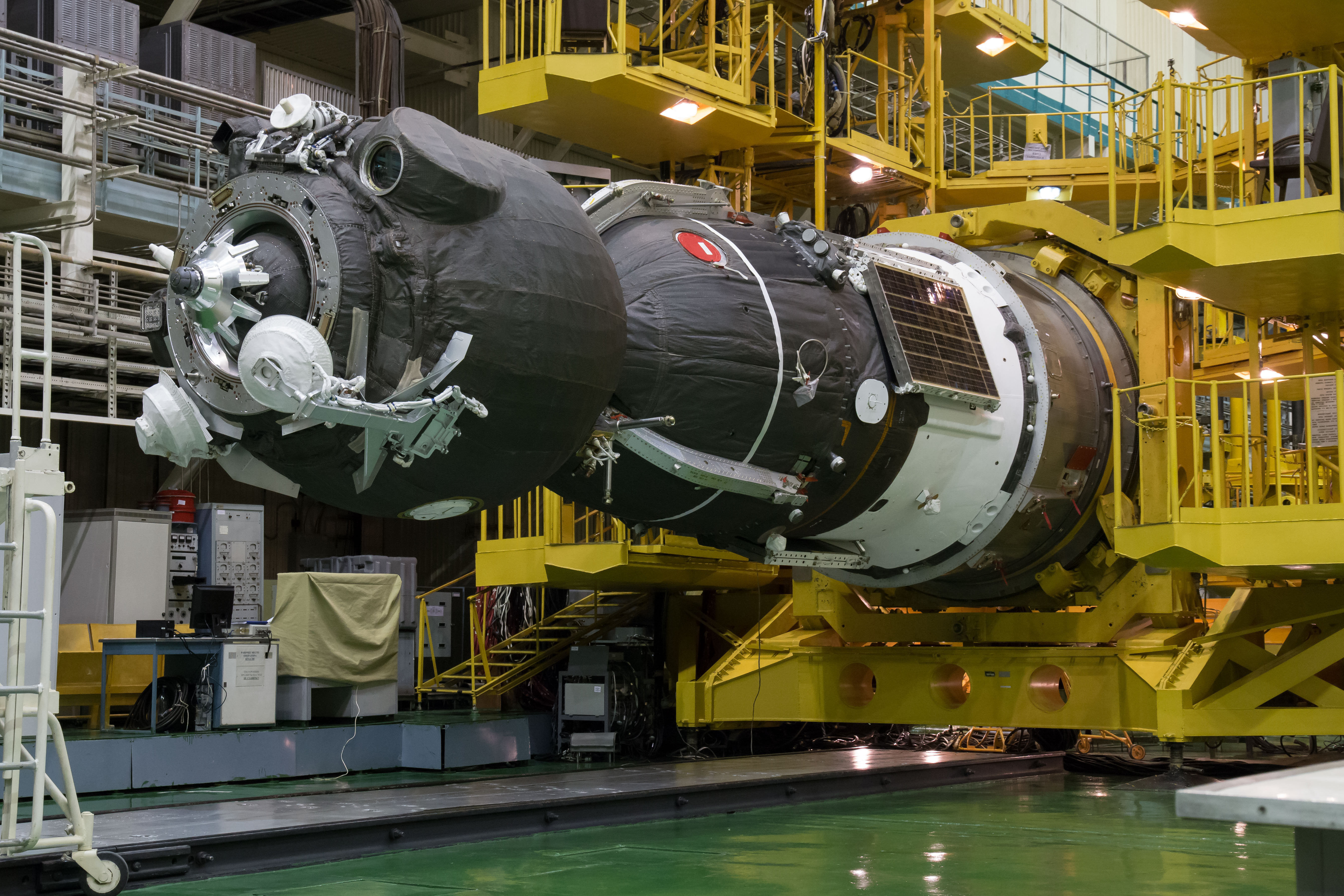 Expedition_41_Integration_Facility_(JSC2