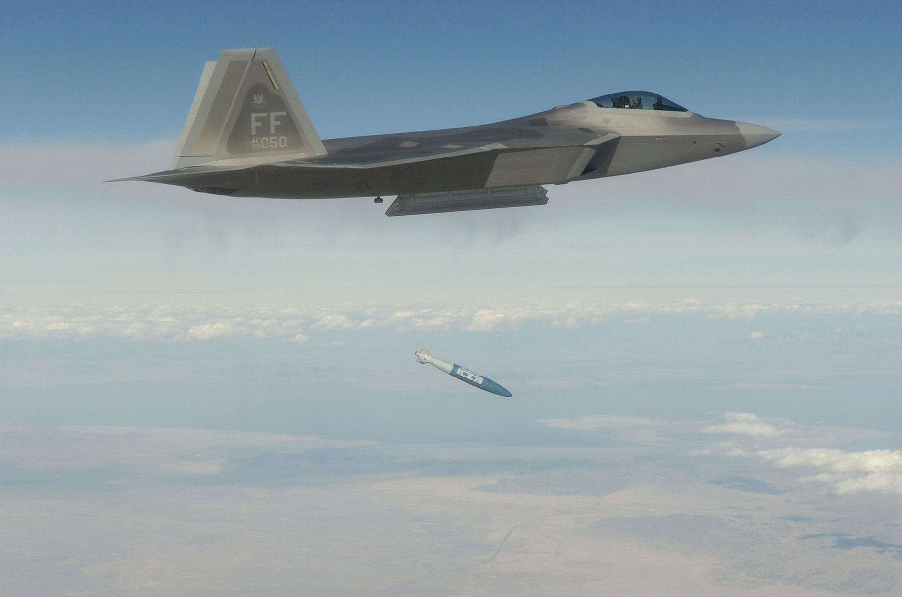 File:F-22 dropping GBU-32 051020-F-7709A-002 jpg - Wikimedia