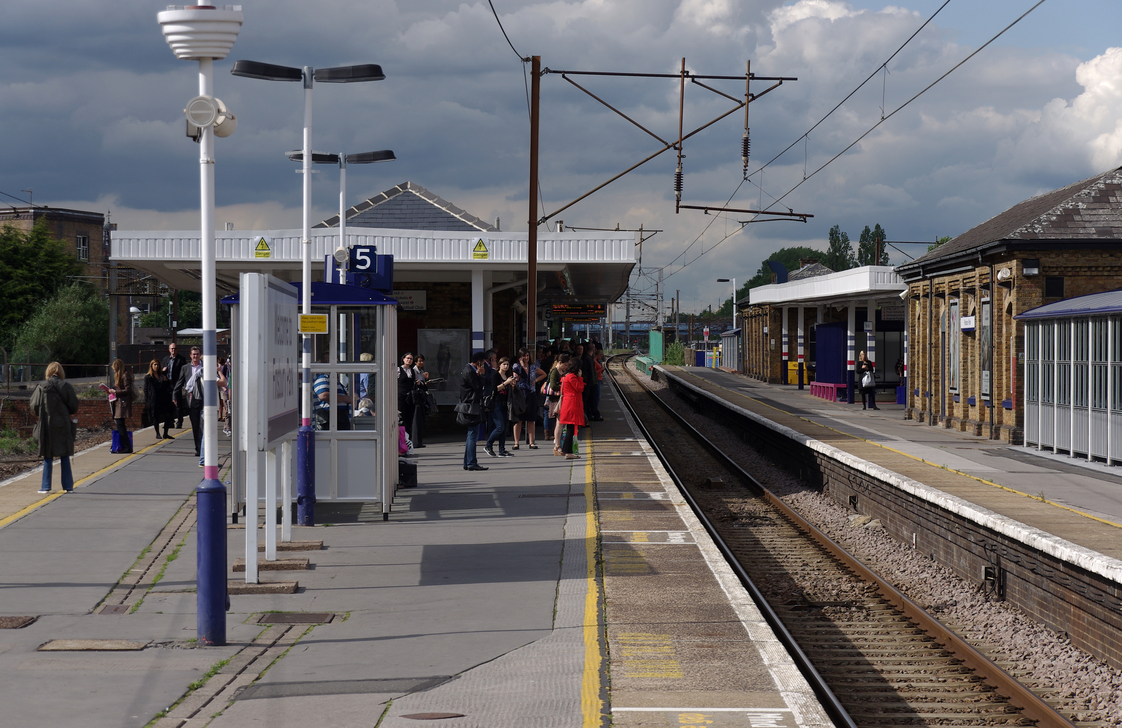 Finsbury park train station