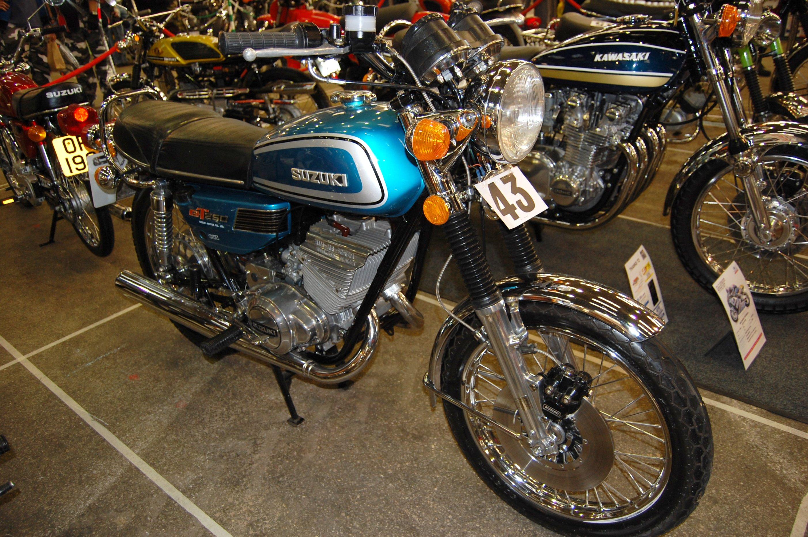 suzuki 250cc by file flickr ronsaunders47 suzuki gt250 250cc two stroke twin