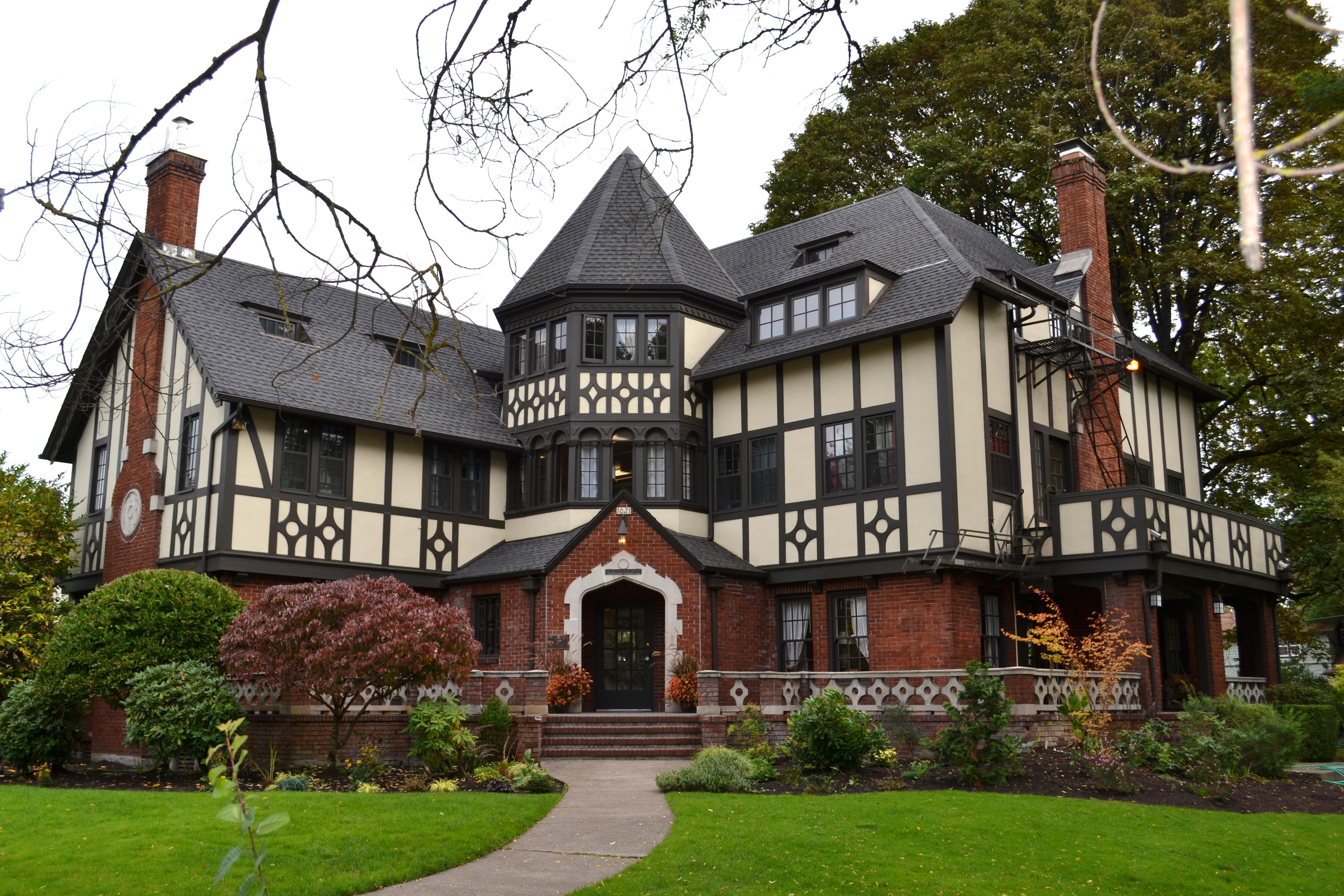 English Tudor Houses File Gamma Phi Beta Sorority House Eugene Oregon Jpg
