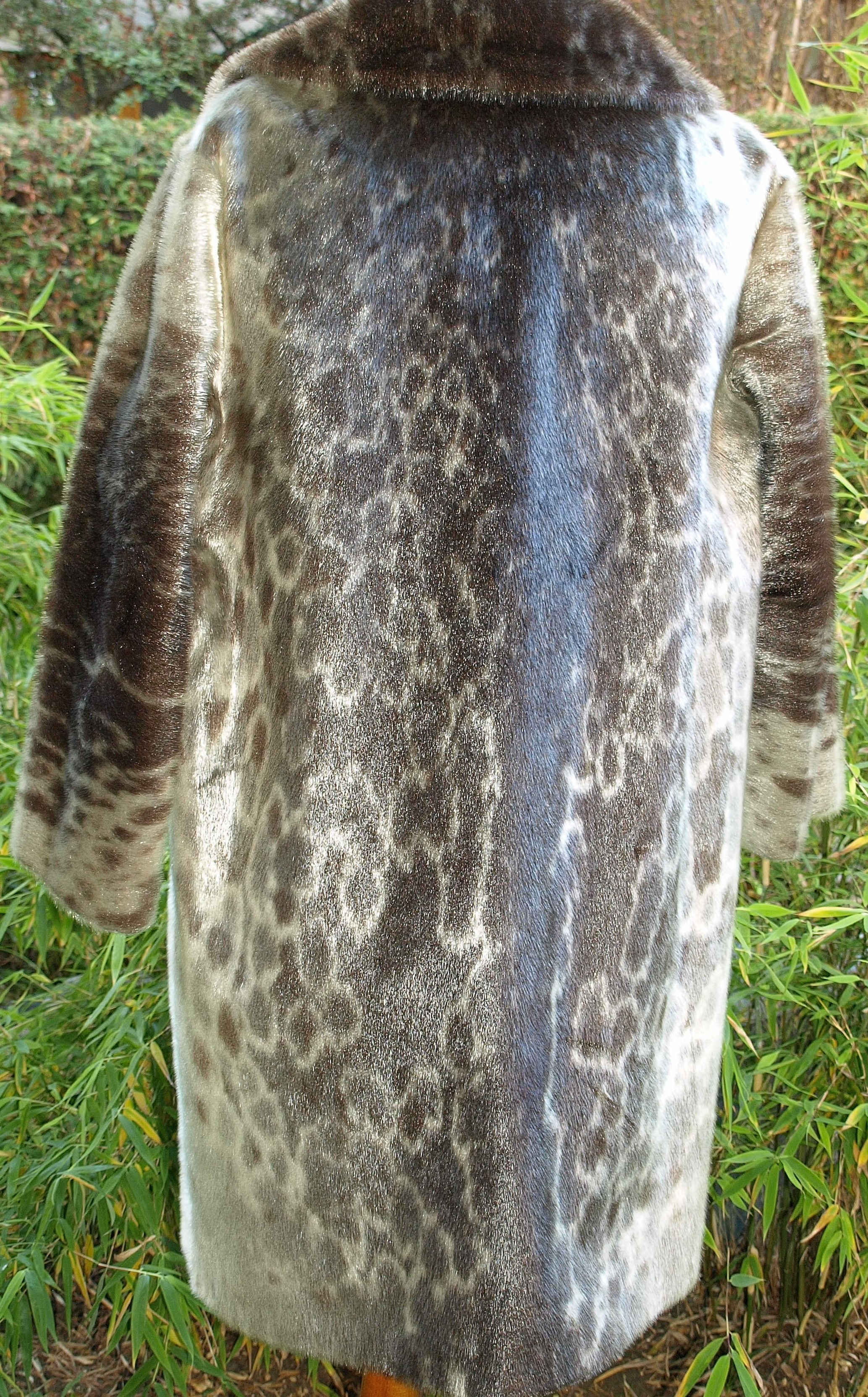 File:Greenland seal fur coat 1.jpg - Wikimedia Commons