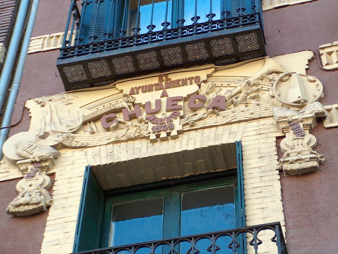 Placa en su domicilio madrileño - Alcalá, 82.