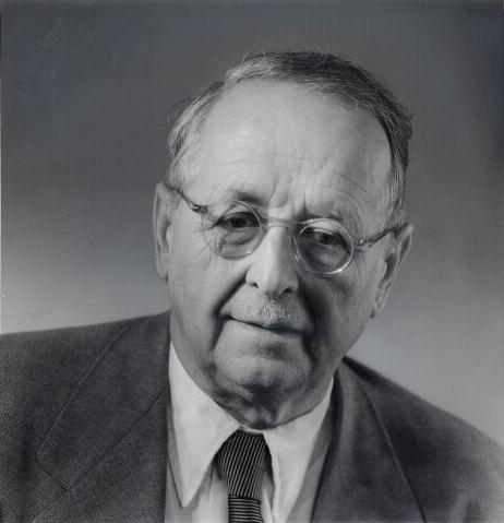 Photo portrait of Hermann Weyl.