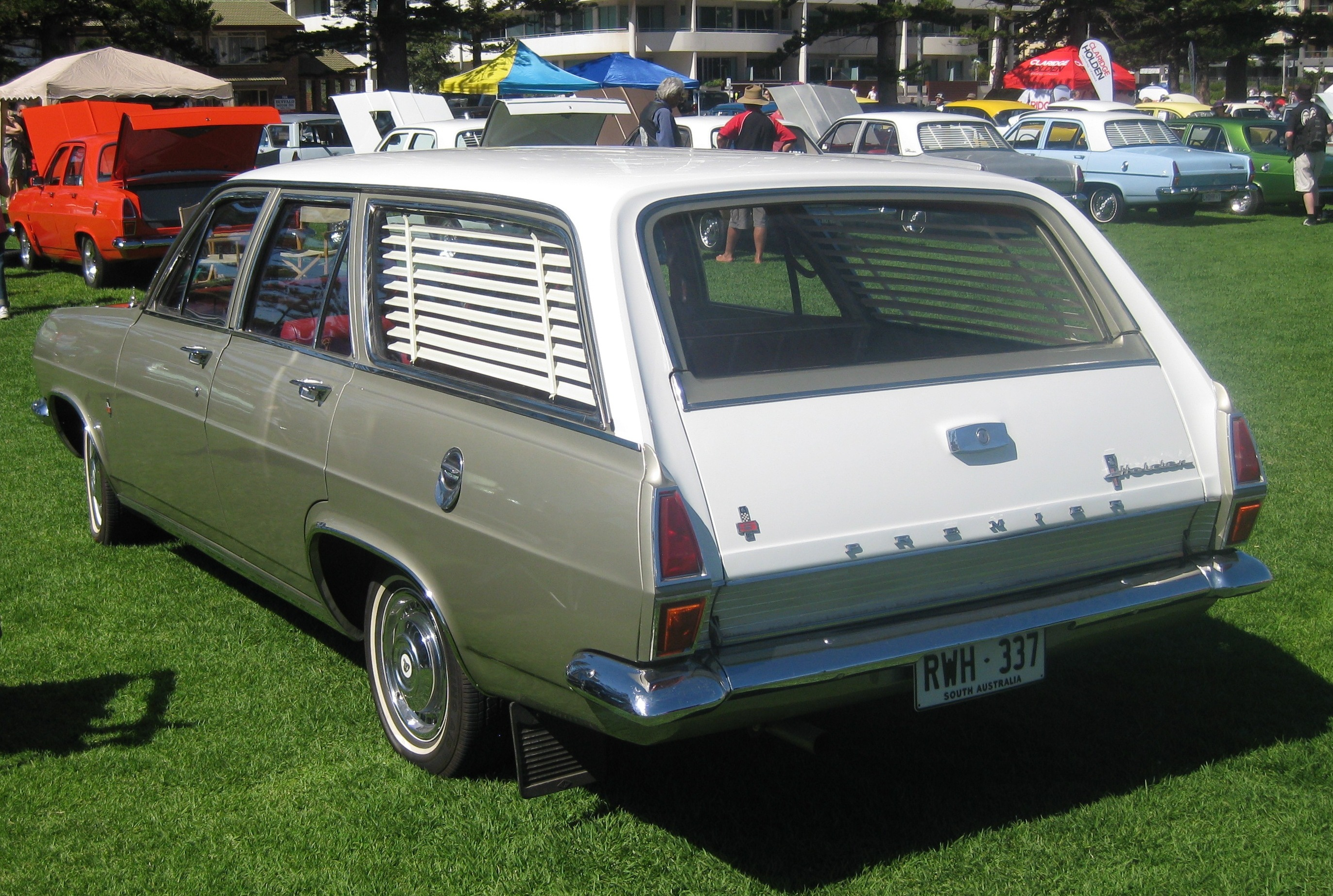 File Holden Hr Premier Station Sedan Rear Jpg
