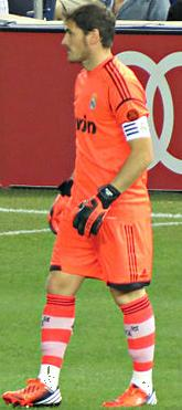 Iker Casillas in all orange (Cropped).jpg