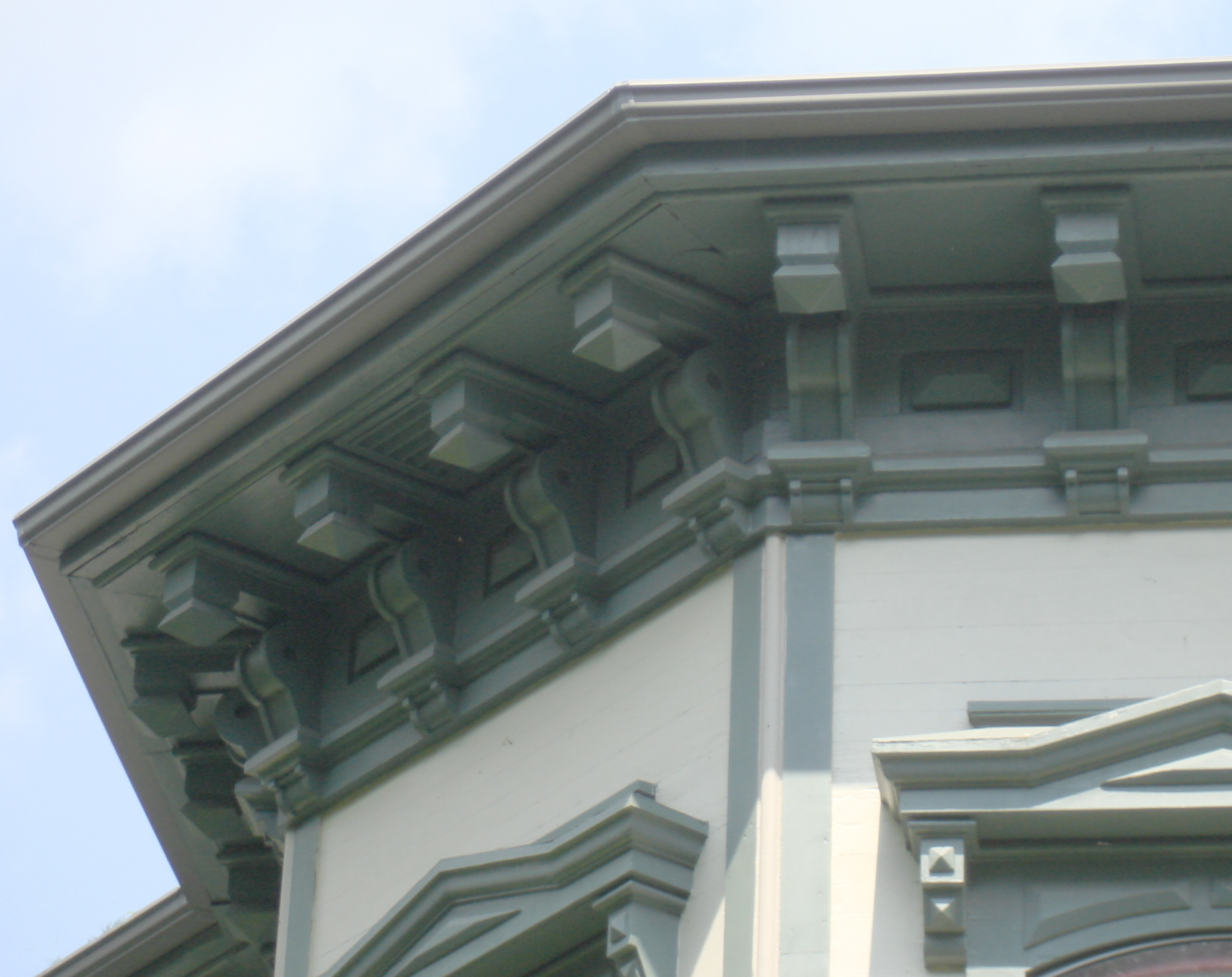 File Italianate Eave With Brackets Jpg Wikimedia Commons