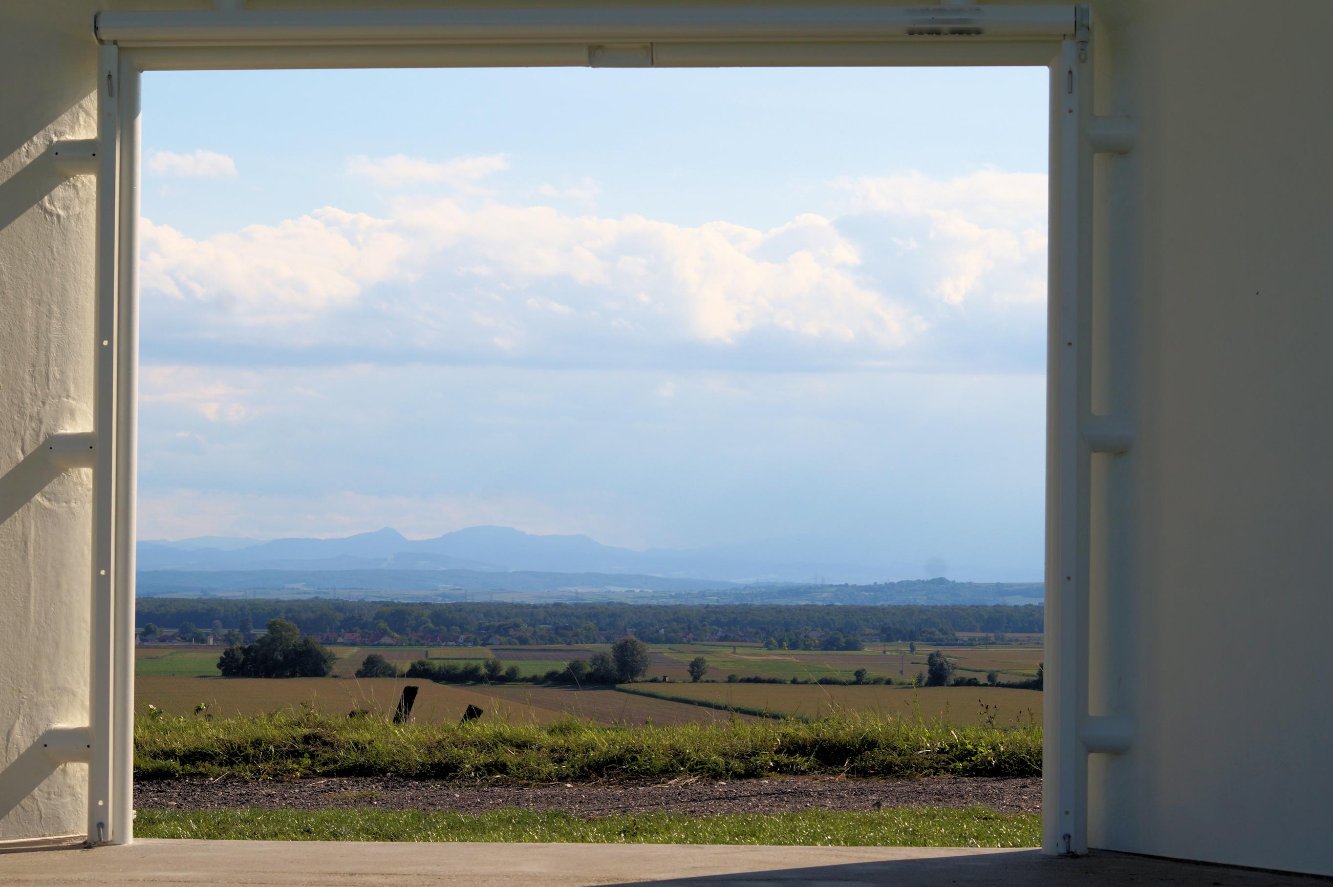 Blick aus dem fenster land  File:Königsbrunn am Wagram - Wagramfenster - Blick durchs Fenster ...